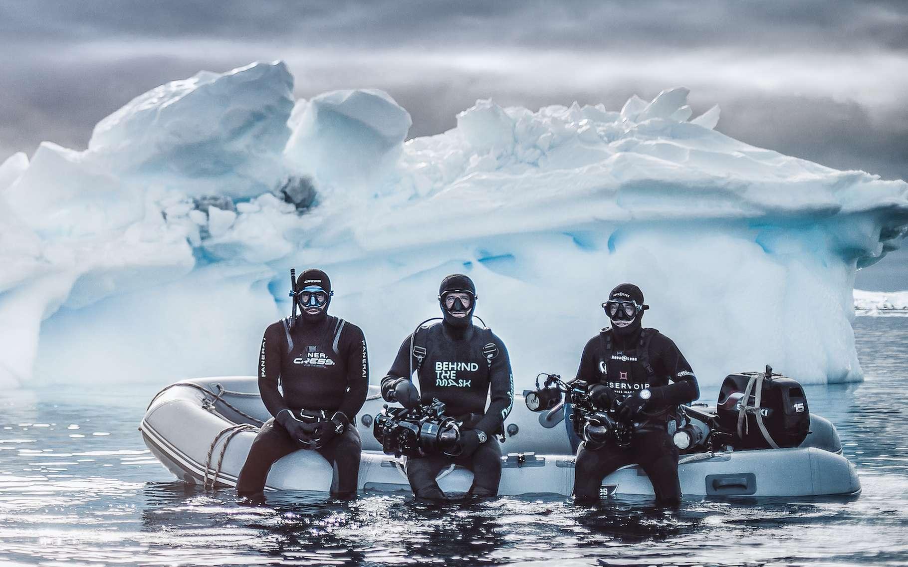 En compagnie de l'apnéiste Guillaume Nery et du caméraman Florian Fisher, le photographe Greg Lecoeur a plongé dans les eaux glacées de l'Antarctique. Il nous ramène de cet écosystème hostile et fragile, des images rares et merveilleuses. © Greg Lecoeur, Tous droits réservés