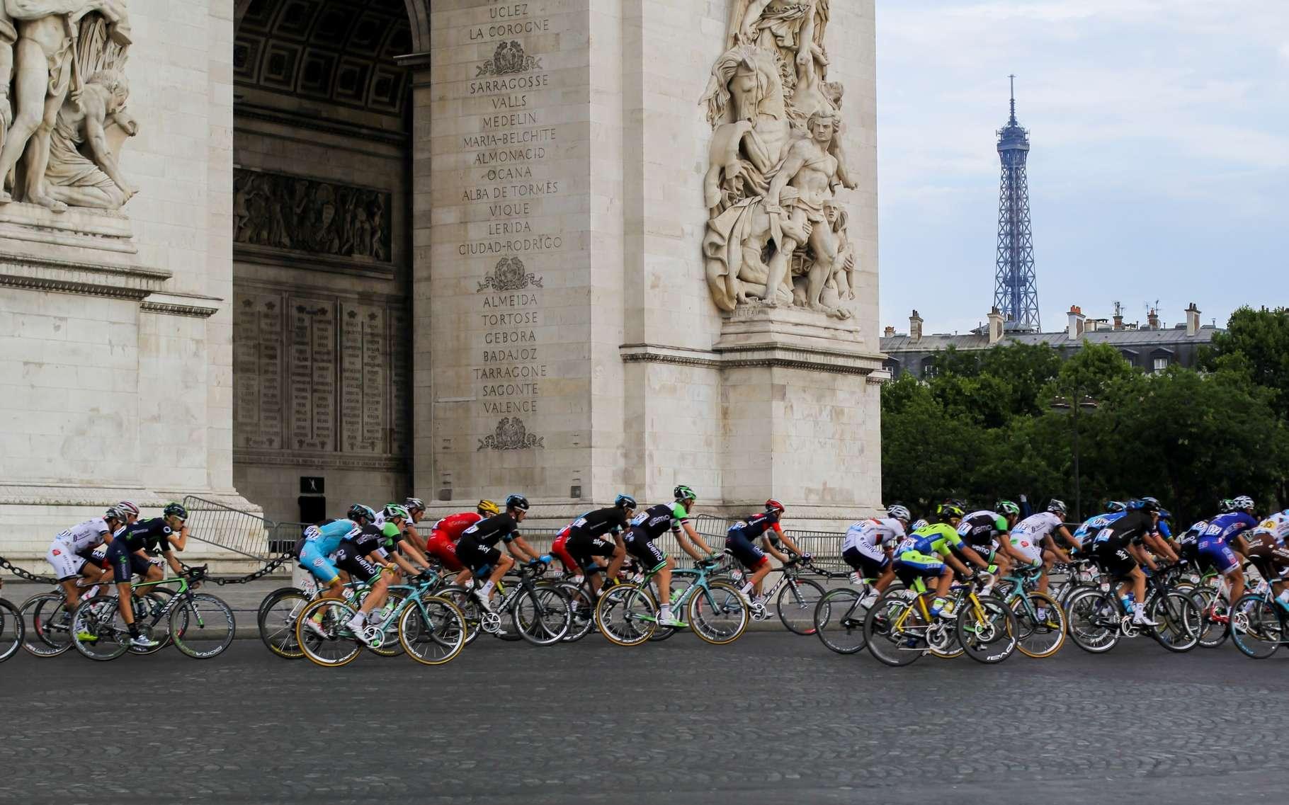 L'édition 2016 du Tour de France sera placée sous haute surveillance pour traquer les cas de dopages, non seulement physiologiques, mais aussi mécaniques. © YunaWay, Shutterstock