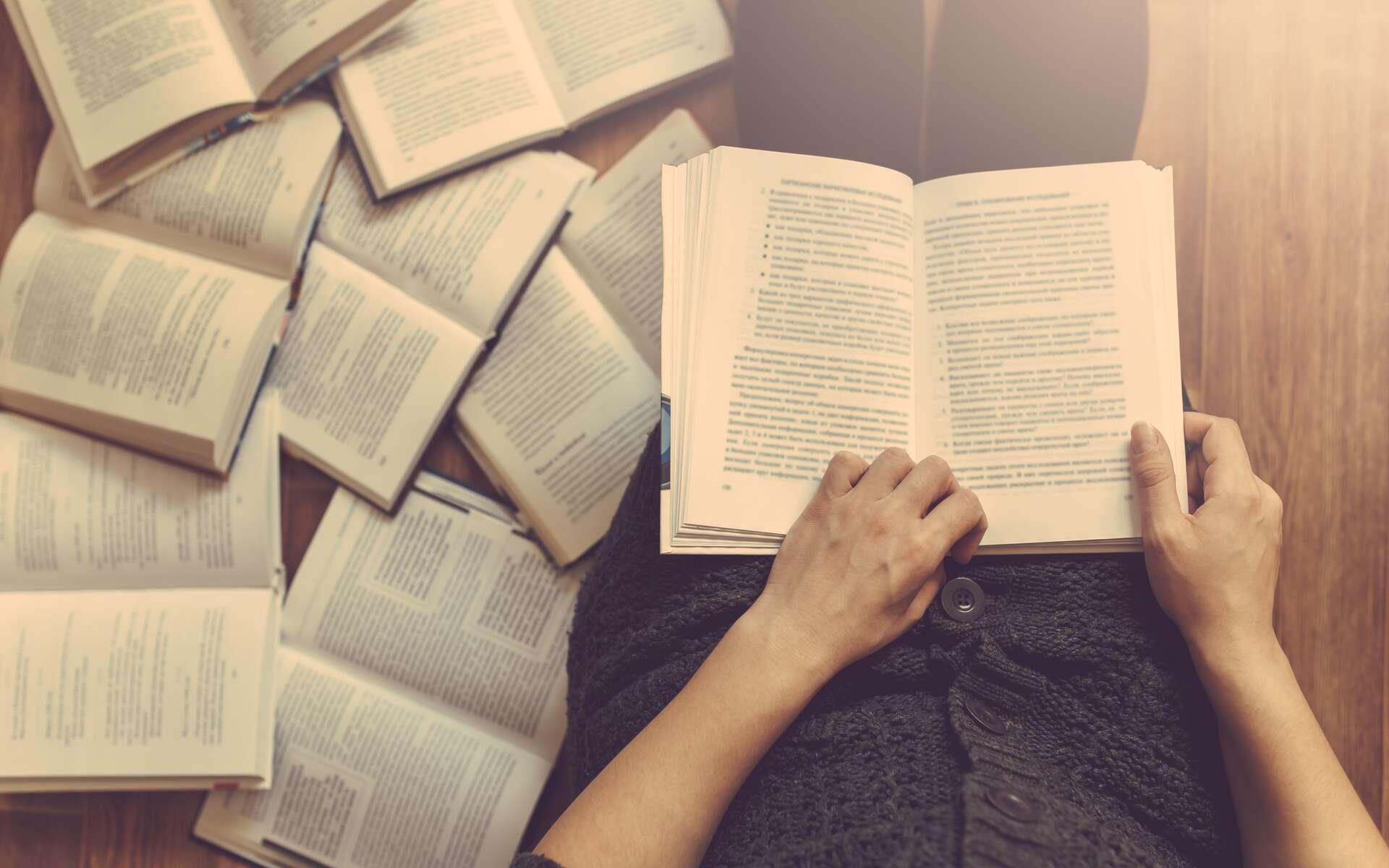 Une sélection de livre à dévorer pendant le confinement. © Ivan Kurmyshov, Adobe Stock