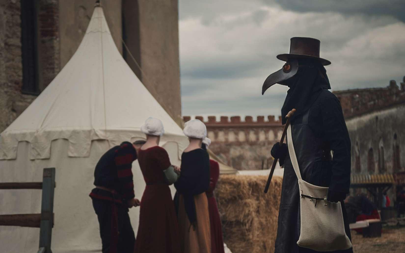 Les docteurs de peste portaient-ils vraiment un masque armé d'un bec ? © illustrissima, Adobe Stock