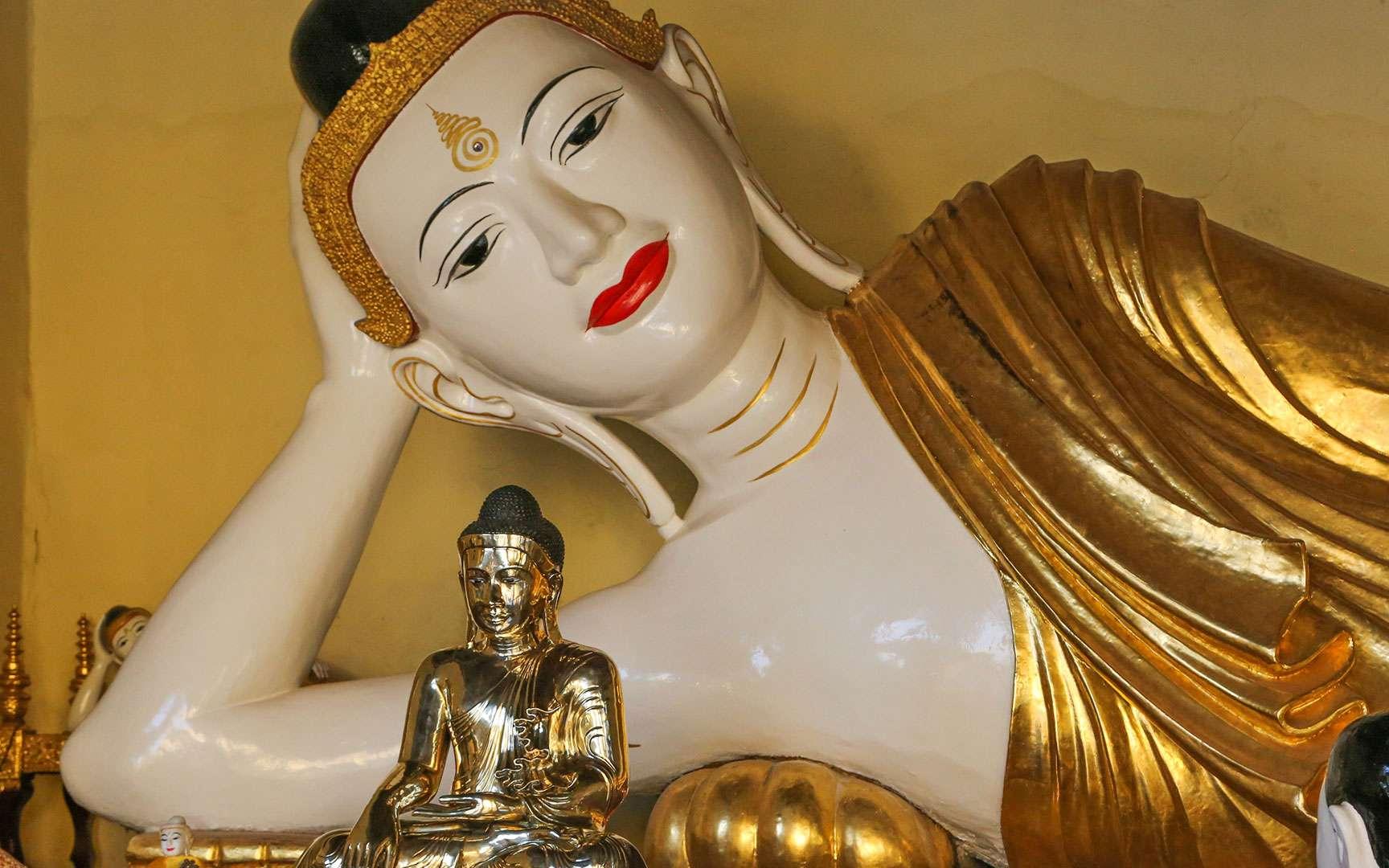 Grand Boudha allongé dans la partie sud-ouest de la Shwedagon, à la pagode de Yangon. © Antoine, tous droits réservés, reproduction interdite.