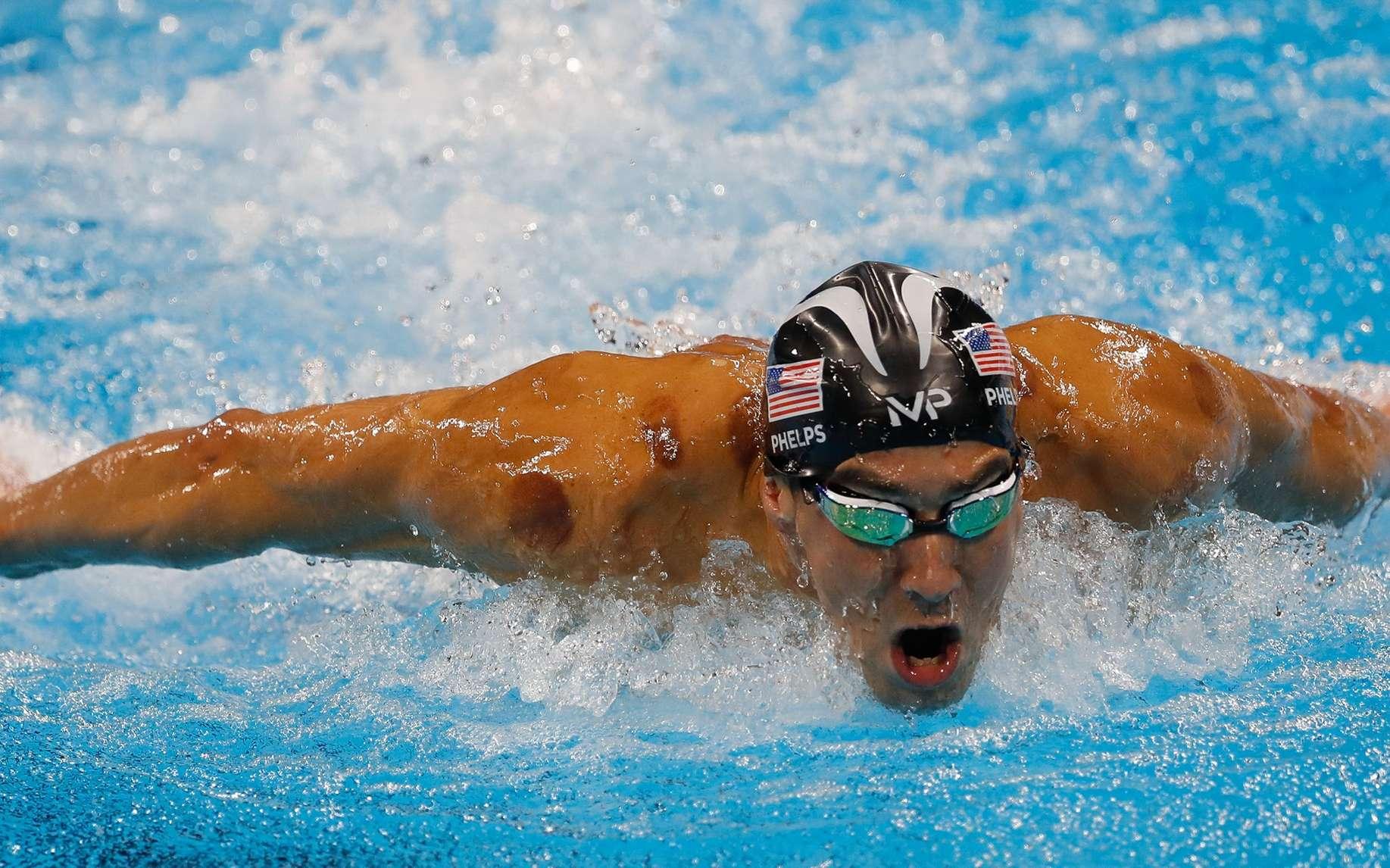 Le champion de natation Michael Phelps est apparu aux JO de Rio avec des cercles rouges sur le corps : les traces d'une thérapie par ventouses ou « cupping ». © Fernando Frazão, Agência Brasil, Wikimedia Commons, CC by 3.0