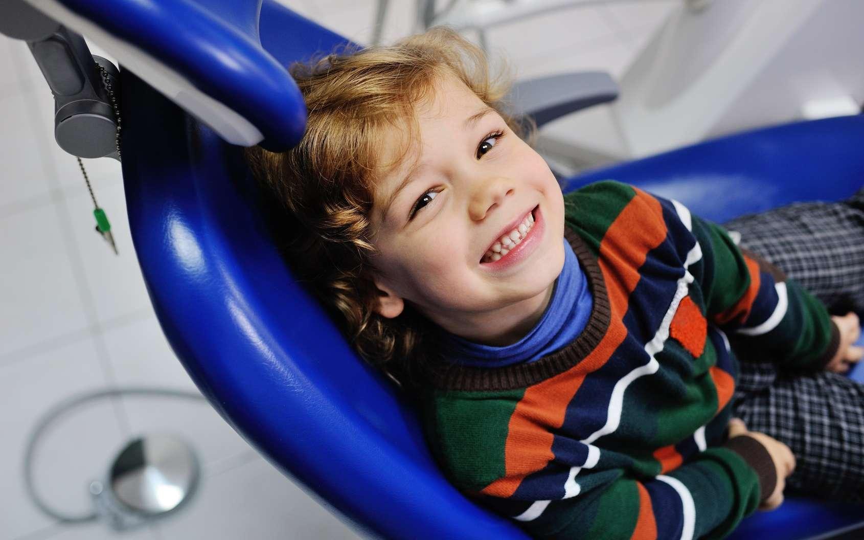 Que faire si un enfant se casse une dent définitive ? © Evgeniy Kalinovskiy, Fotolia