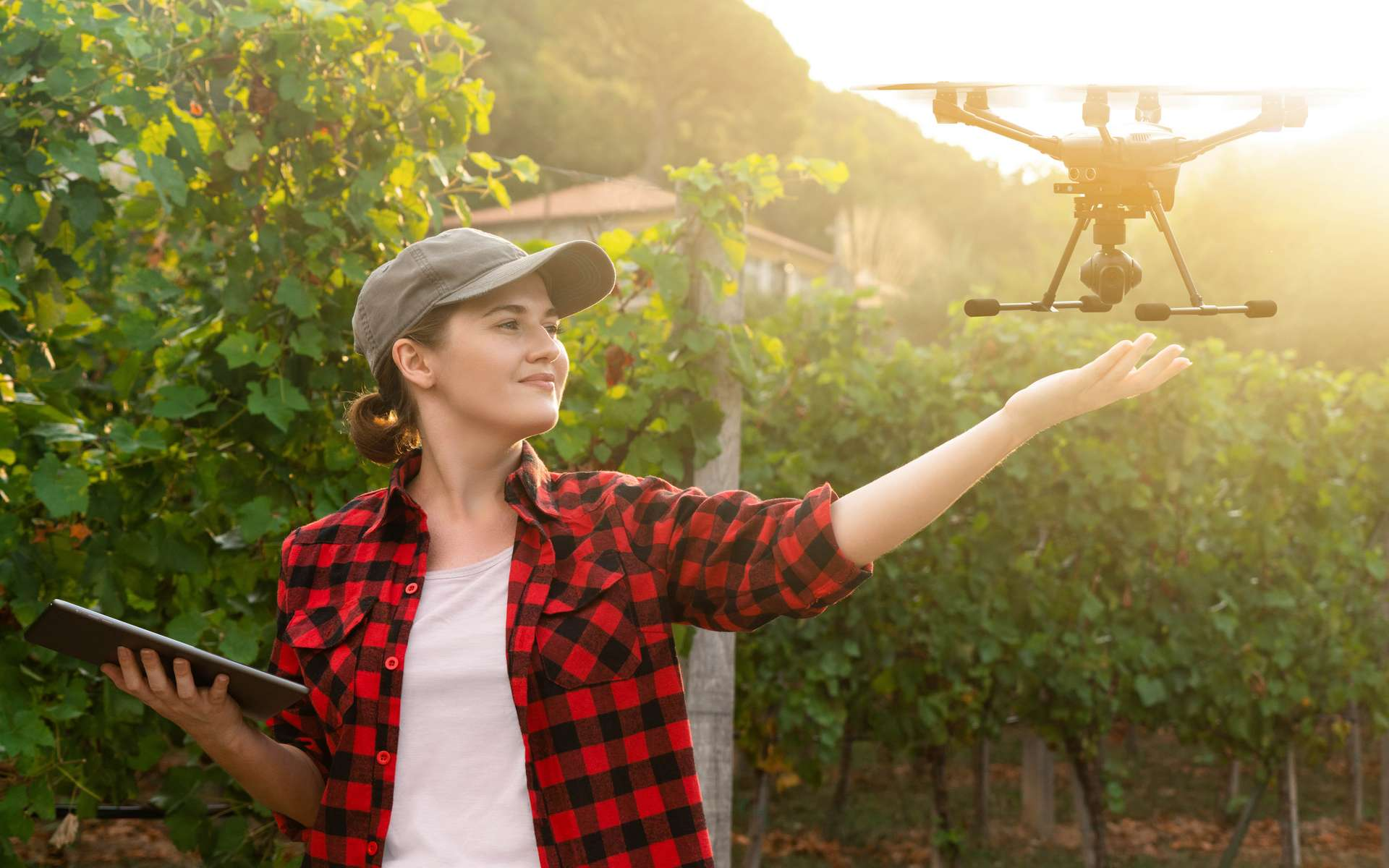 L'agriculture connectée passe notamment par l'utilisation de drones. © Scharfsinn86, Adobe Stock