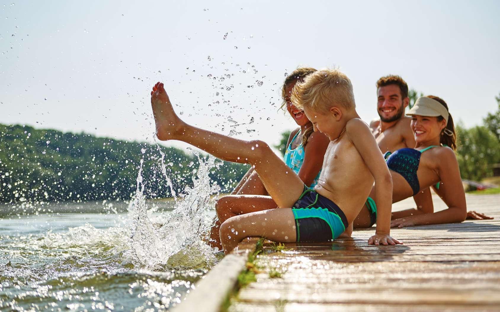Une croyance populaire veut que se baigner après le repas soit dangereux. C'est faux, assurent les médecins. © Robert Kneschke, fotolia