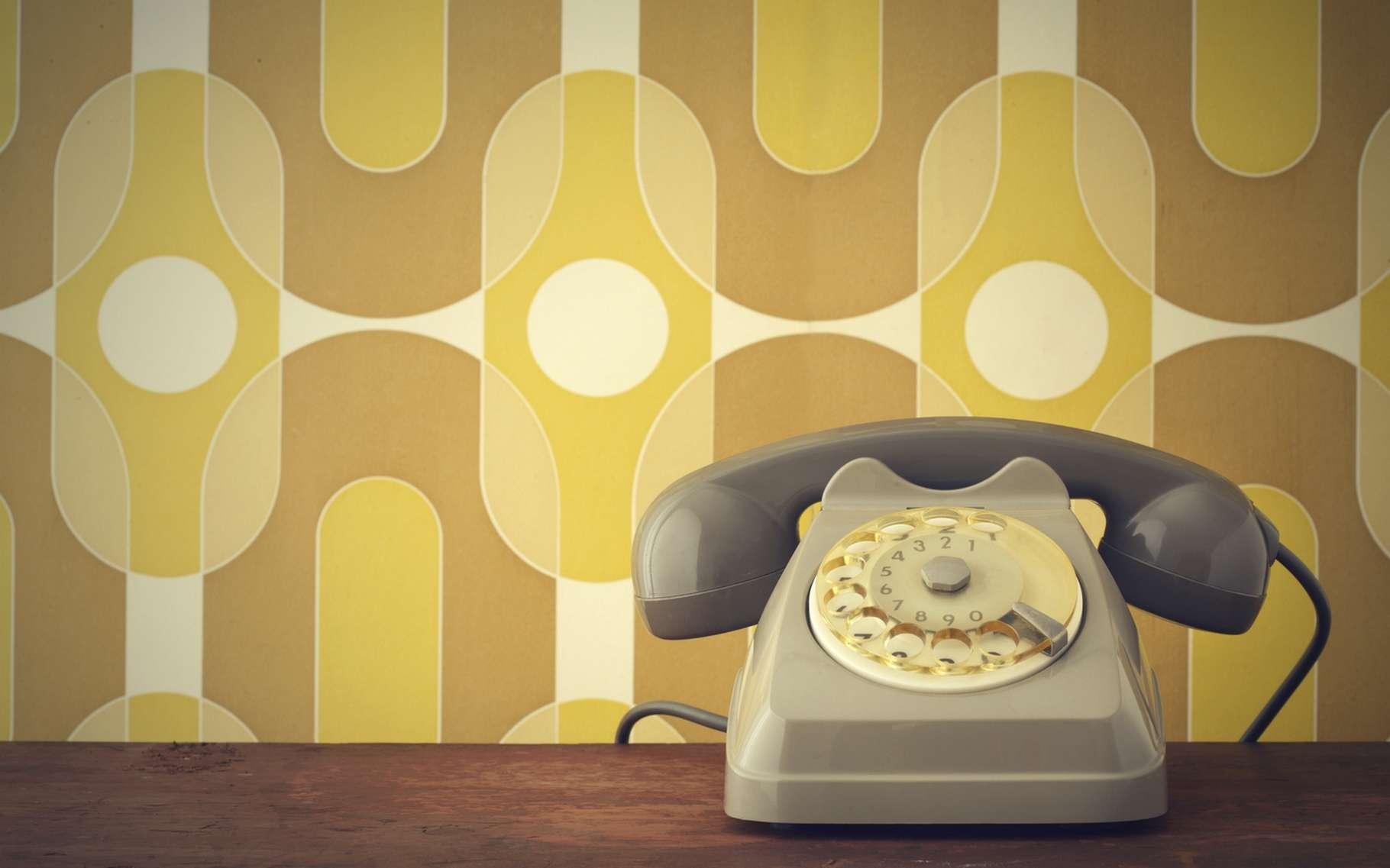 L'abandon des lignes téléphoniques RTC sera progressif, avec un préavis minimum de cinq ans pour les usagers afin de leur permettre de basculer vers des solutions alternatives. © Stokkete, Shutterstock