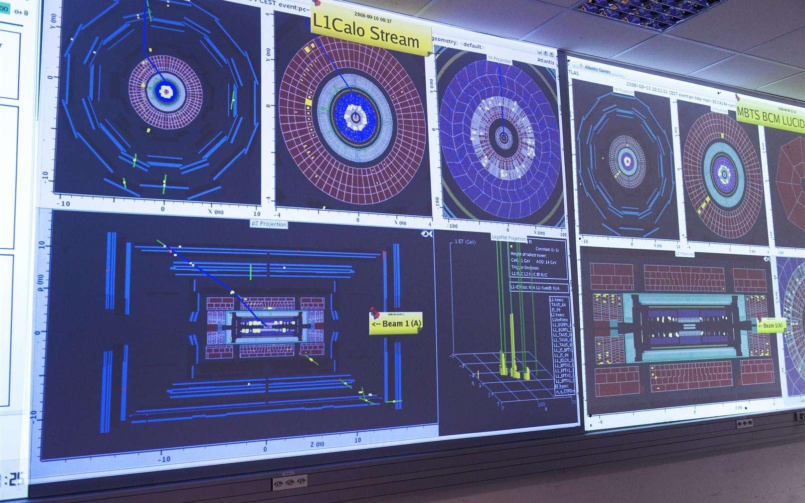 Les écrans dans la salle de contrôle d'Atlas le 10 septembre 2008. © Cern