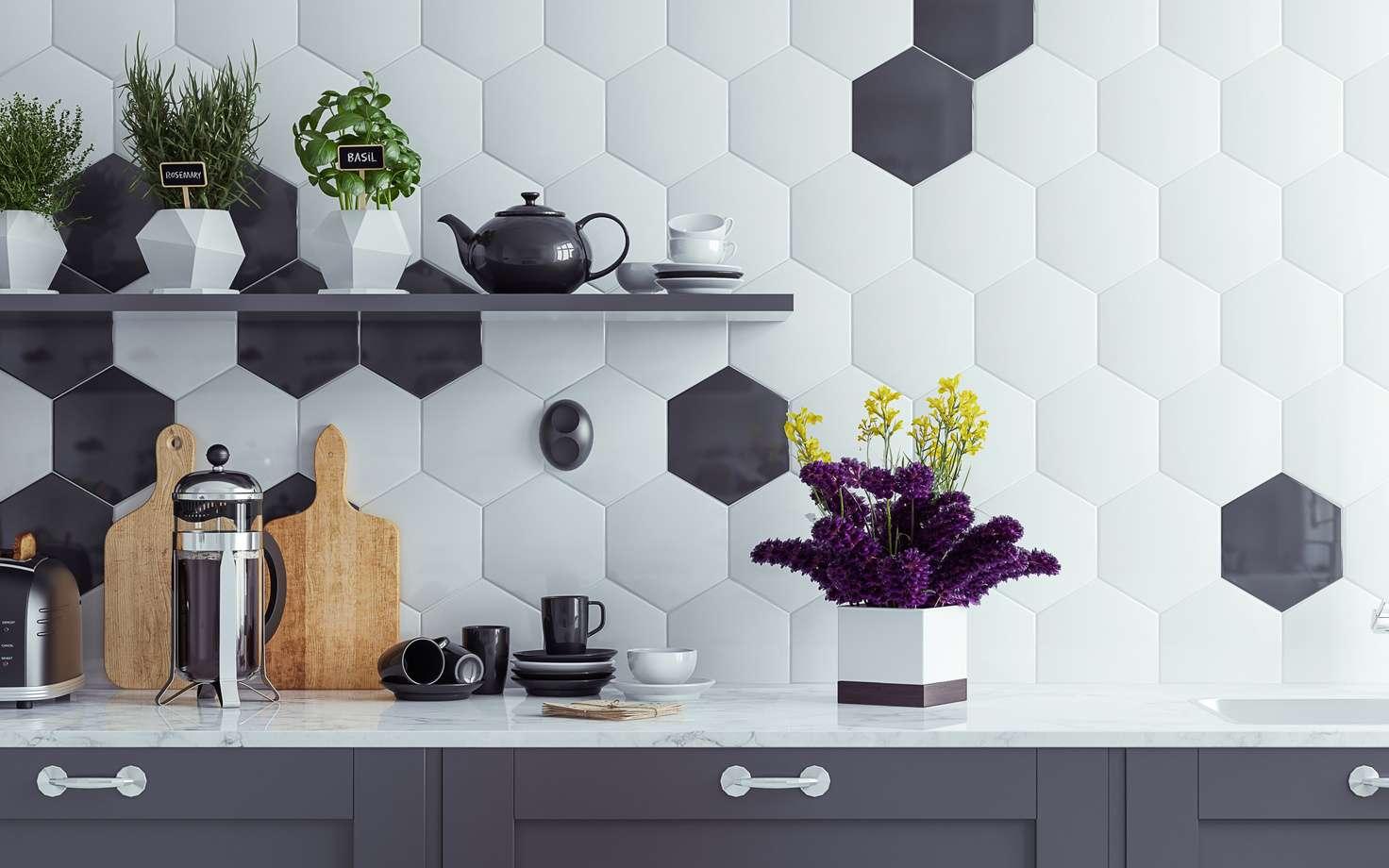 Il est aujourd'hui très simple de personnaliser sa cuisine avec des carreaux de faïence. © Artjafara, Fotolia