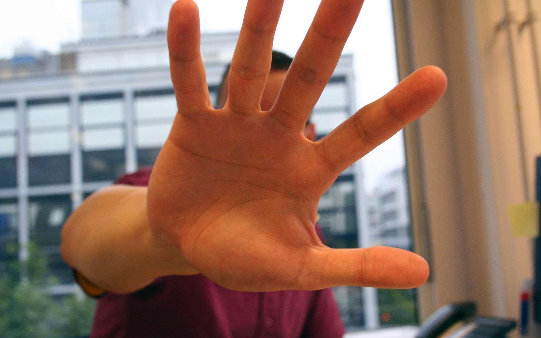 La séparation des doigts de la main est permise par l'apoptose des cellules. © Stockvault