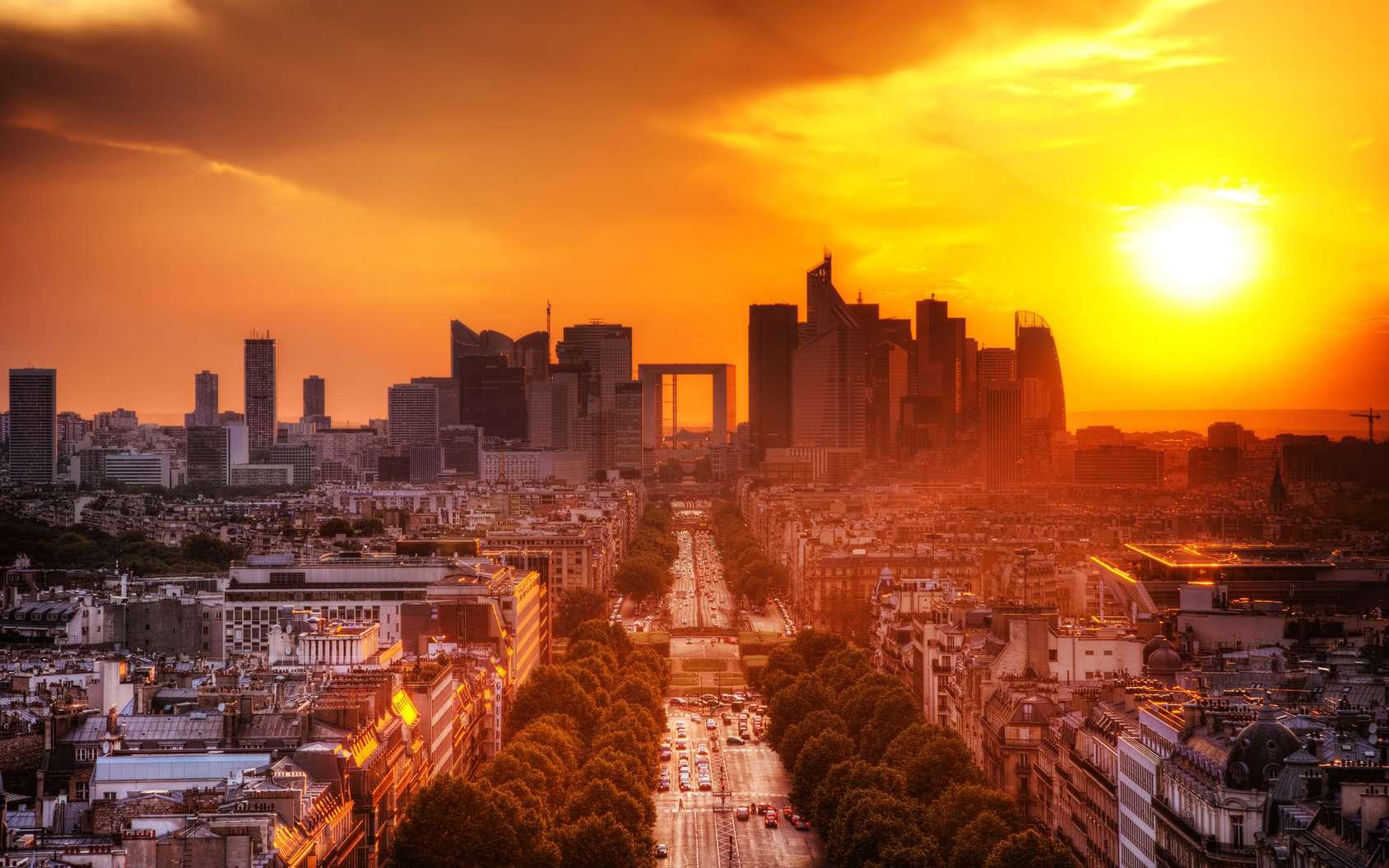 Les bulletins météo de 2050 sur Paris et sa région, seront semblables à ceux de Canberra en Australie. Une vue de La Défense et des Champs-Élysées. © Photocreo Bednarek, Fotolia