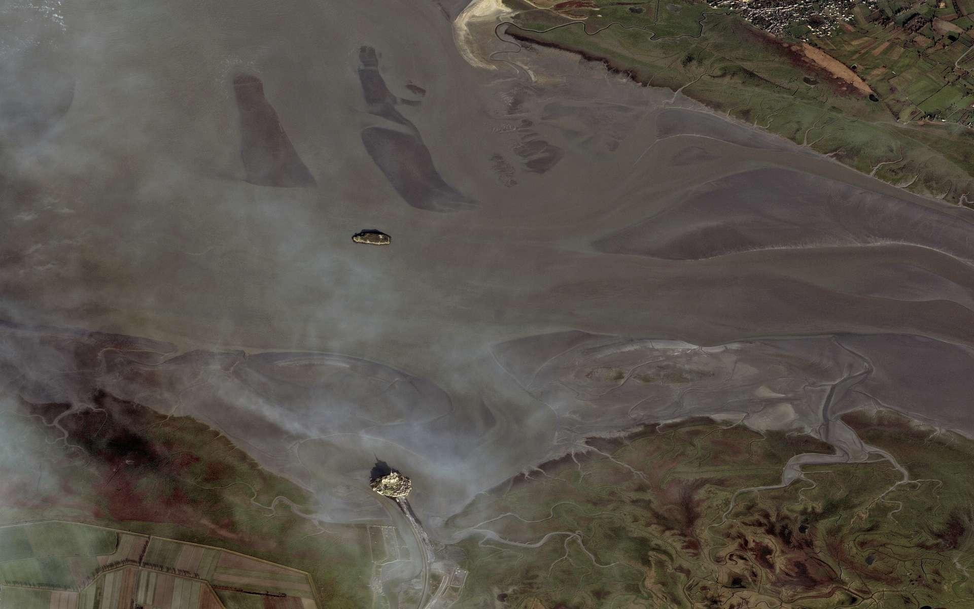 Le mont Saint-Michel photographié le 3 mai 2012 par le satellite Pléiades lors des grandes marées. © Cnes 2012/Astrium Services/Spot Image