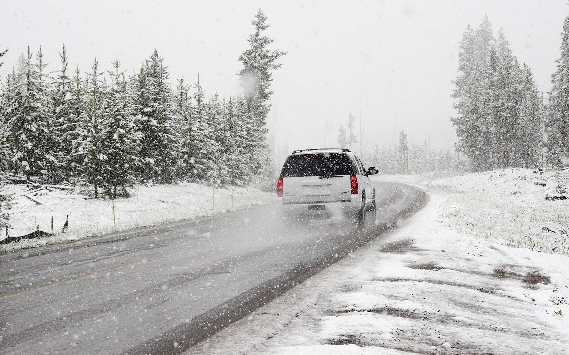 Sur une route enneigée, il faut surtout adopter une conduite souple et posée. © Pexels, Pixabay, CC0 Creative Commons