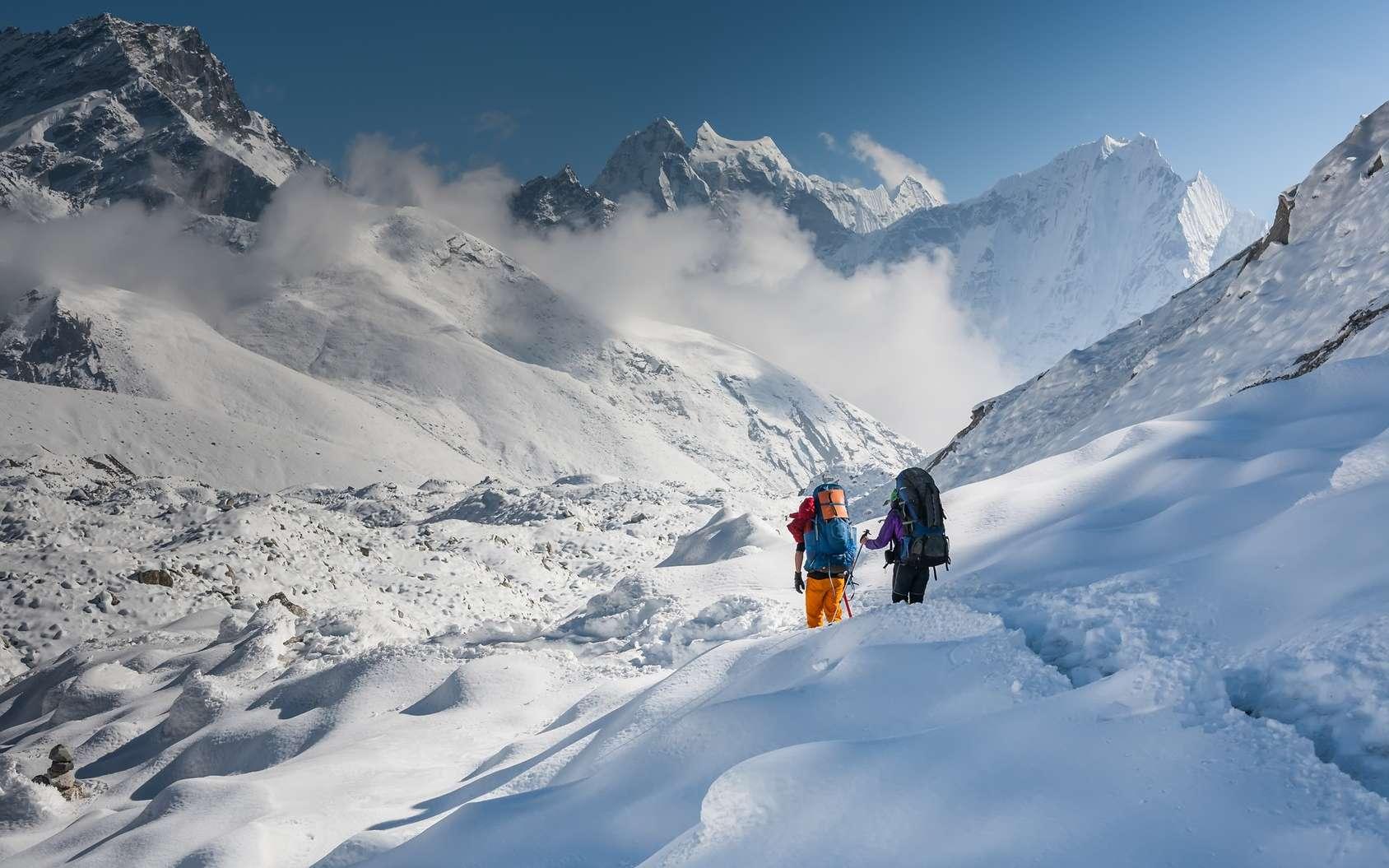 L'alpiniste pense être accompagné et en fait c'est une hallucination… © Maygutyak, Fotolia