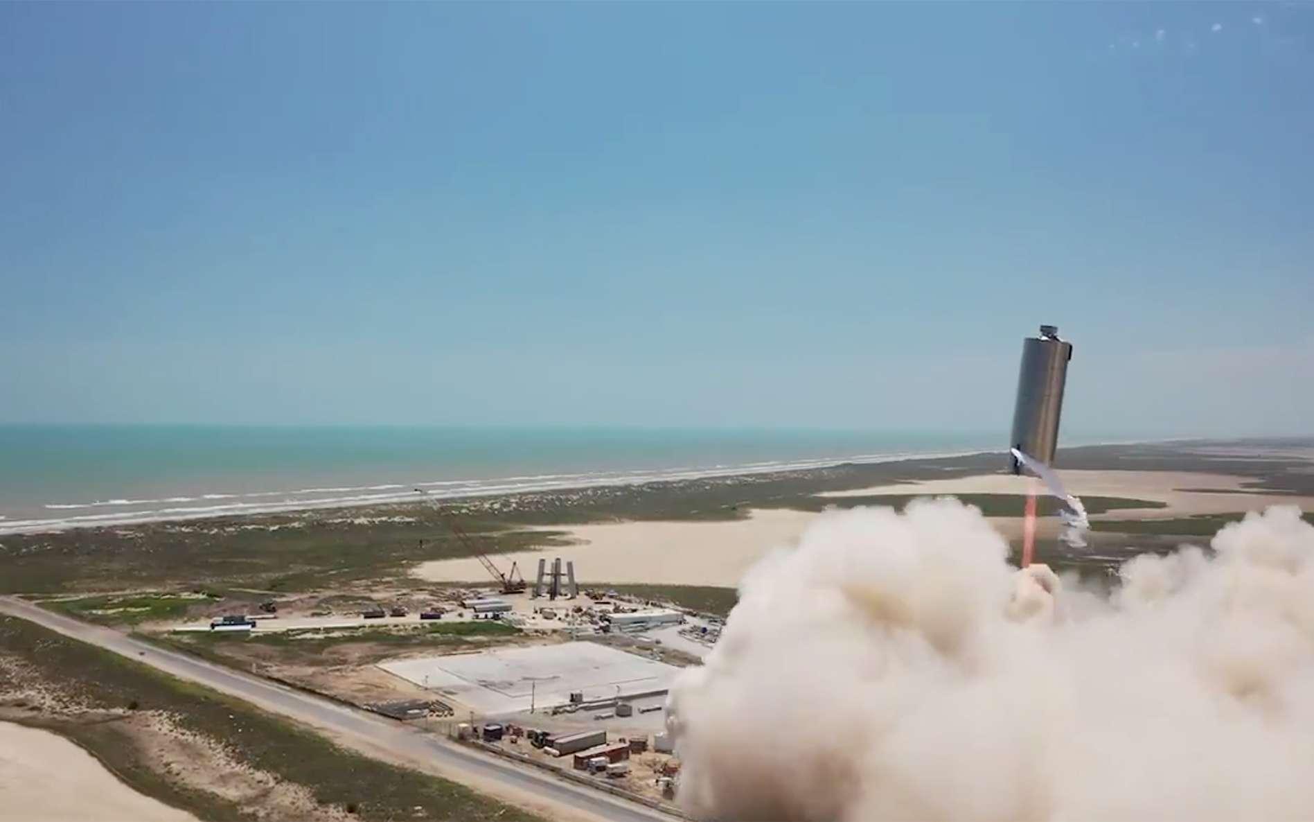 Le SN6 lors de son vol d'essai à 150 mètres de hauteur. © SpaceX