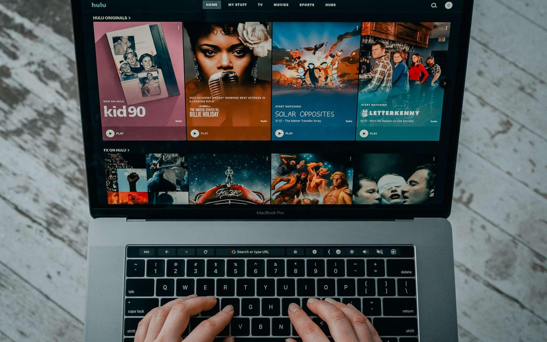 En utilisant un VPN, vous naviguez sur le Web avec plus de sécurité et vous profitez de séries sans attendre. © Tech Daily, Unsplash