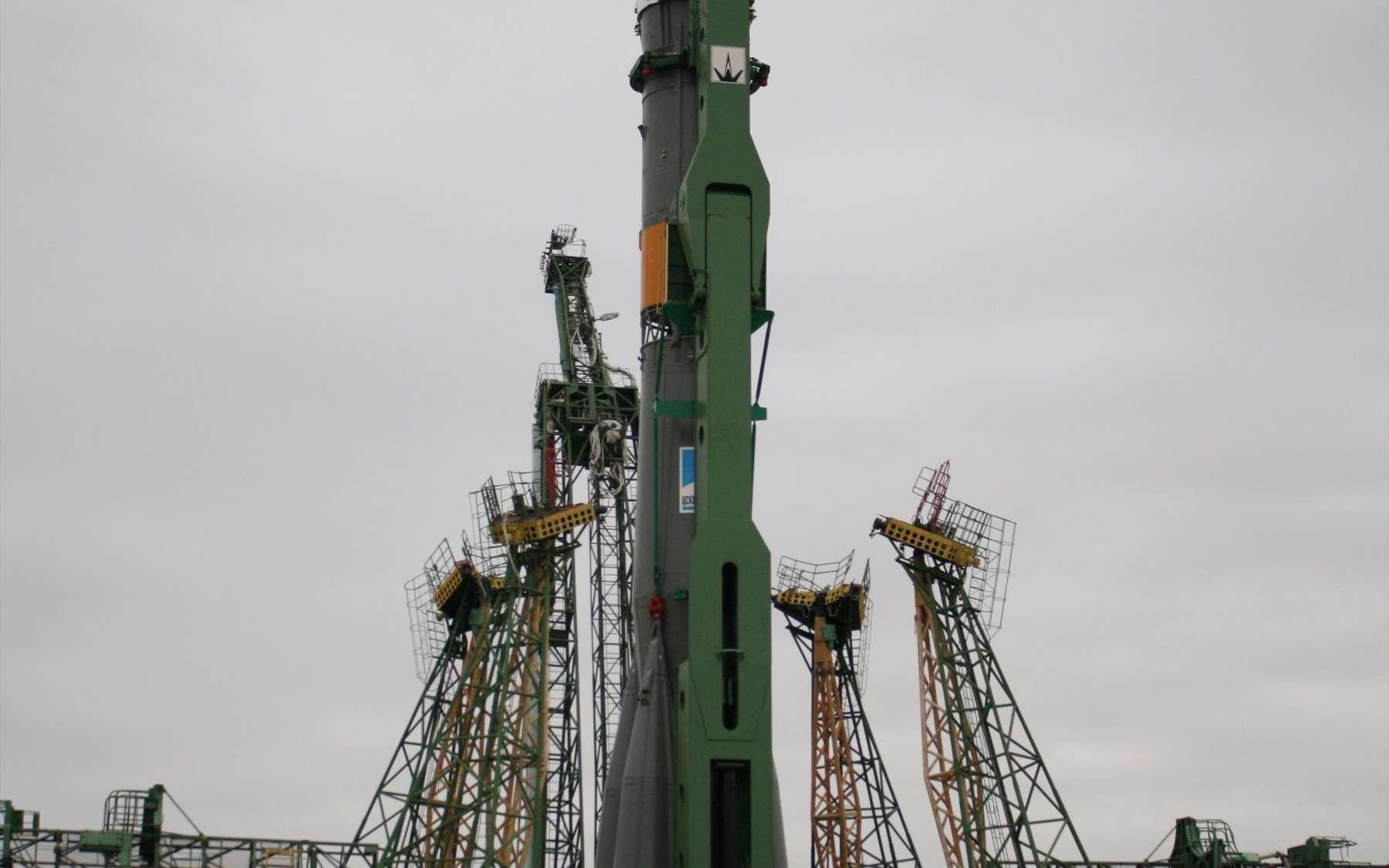 Transféré sur son pas de tir de Baïkonour, deux jours avant son lancement, le lanceur Soyouz a décollé ce dimanche et lancé le cargo Progress en direction de l'ISS. Il atteindra la Station le 2 novembre pour s'y amarrer. © Nasa