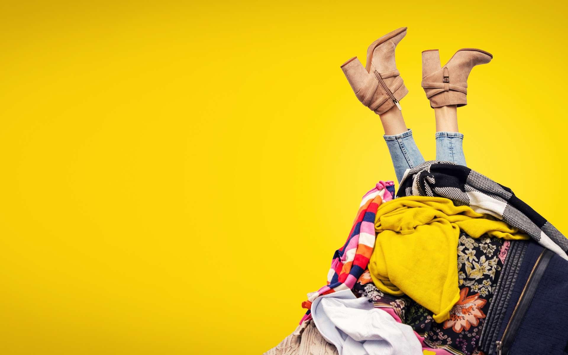 La location de vêtements aurait un impact environnemental pire que de les jeter. © ronstik, Adobe Stock