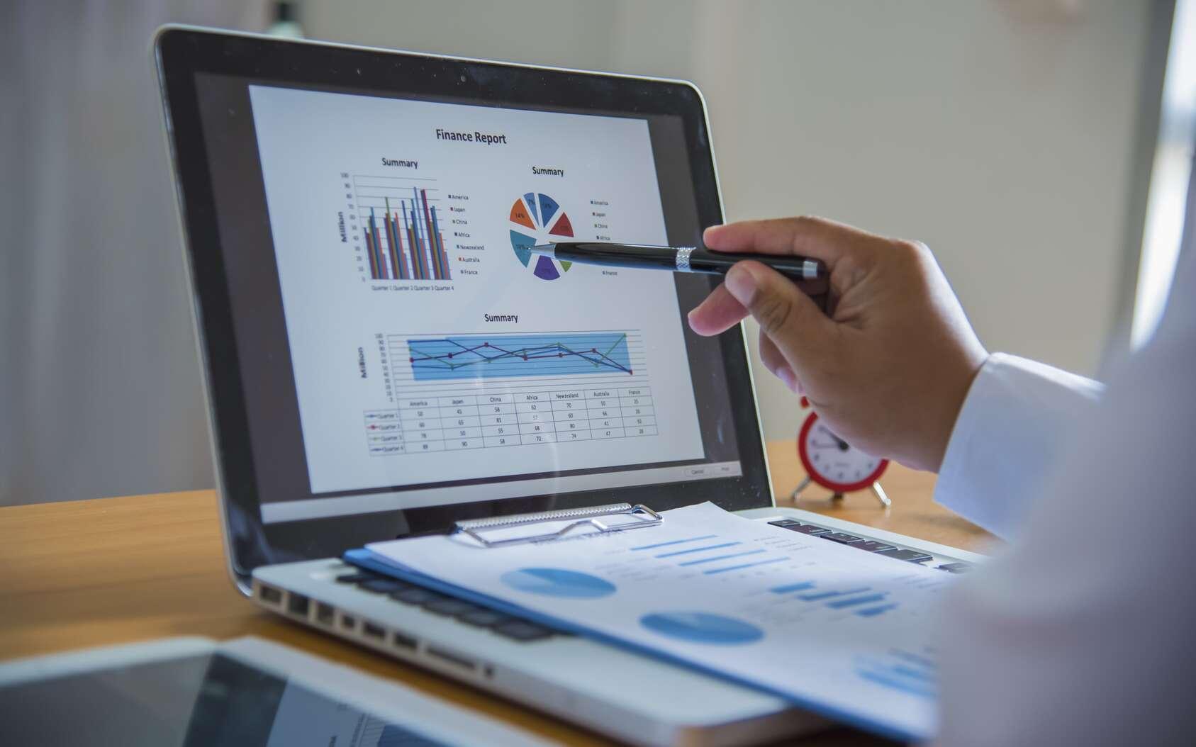 Le biostatisticien est à la croisée des mathématiques et de la biologie. Il analyse d'un point de vus statistiques les résultats de recherches. © EKKAPON, Fotolia.