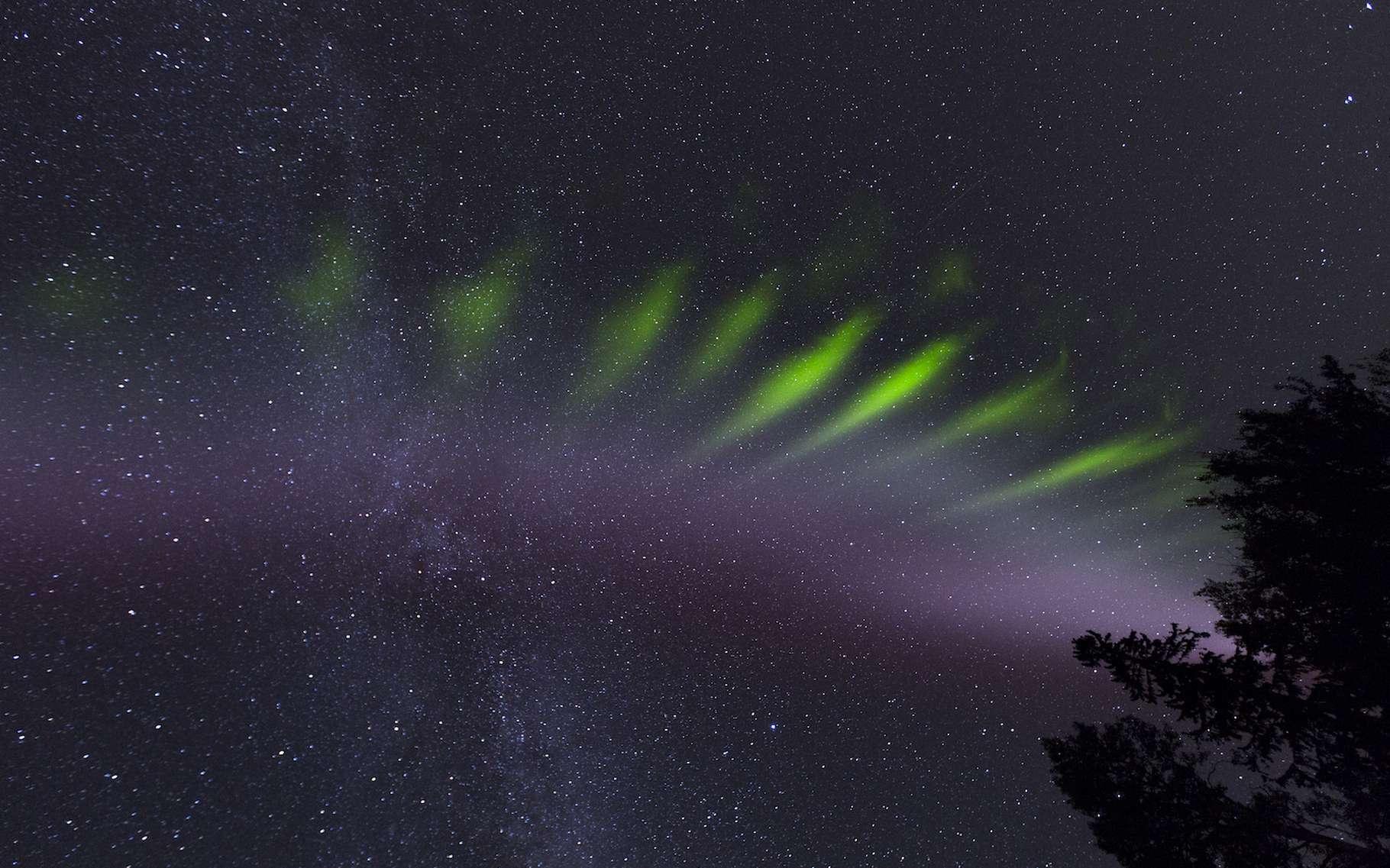 Steve, un étrange phénomène céleste a illuminé les réseaux sociaux en 2017. Des astronomes canadiens ont étudié des photographies amateurs du phénomène pour en apprendre un peu plus. © Janis Smith Photography, ESA