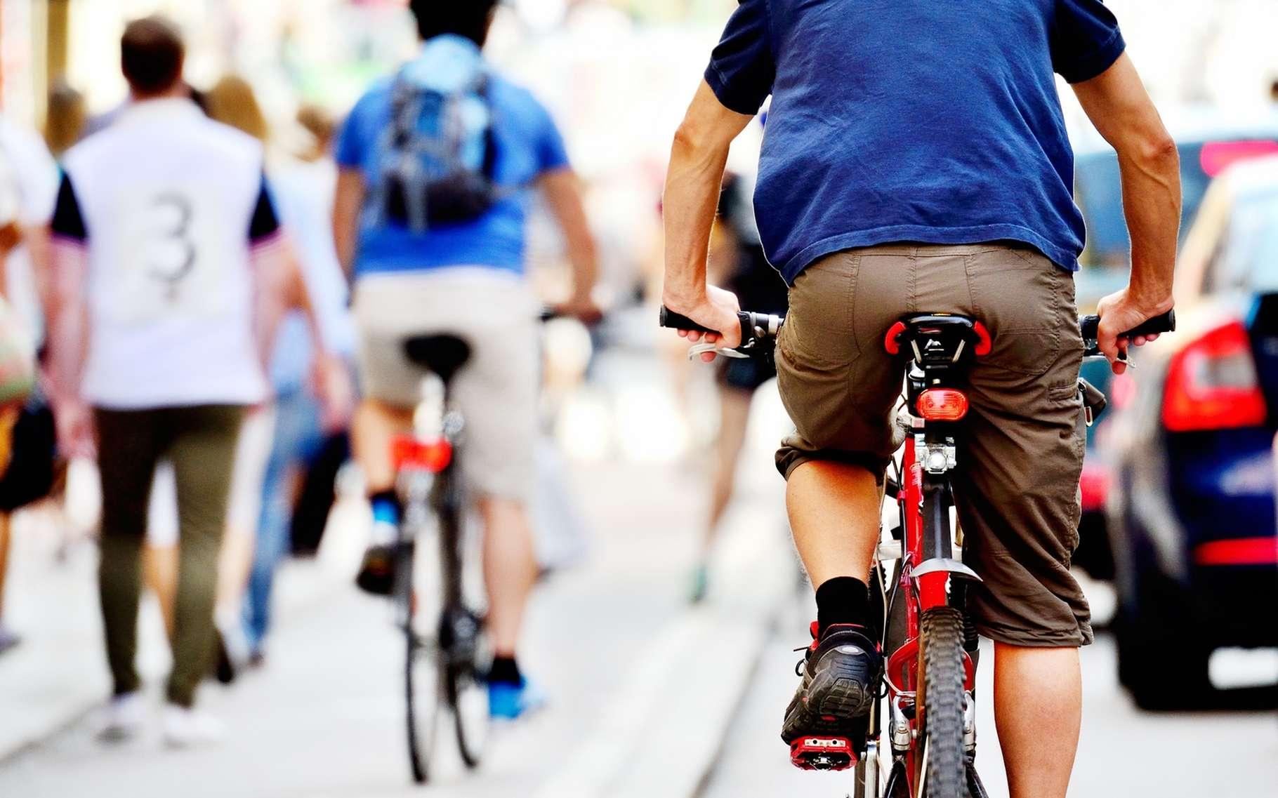 Pour une voiture autonome, les cyclistes ont des comportements compliqués à interpréter. Google travaille à ajouter une couche de sécurité afin que ses véhicules considèrent ces deux-roues comme des usagers de la route à part entière. © Connel, Shutterstock