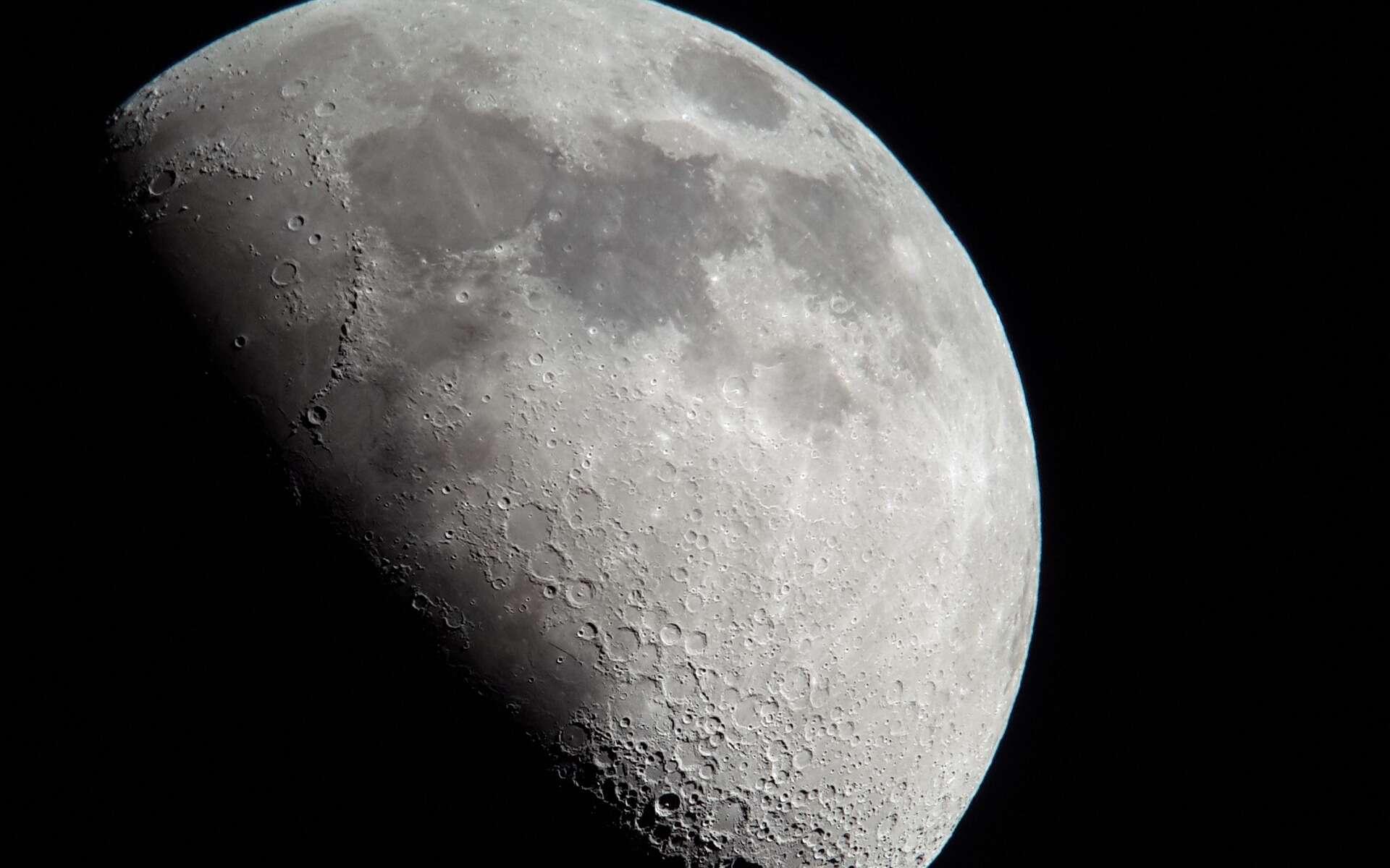 Quel âge la Lune a-t-elle ? Notre satellite serait plus vieux que prévu. © WouterHattingh, Pixabay, DP