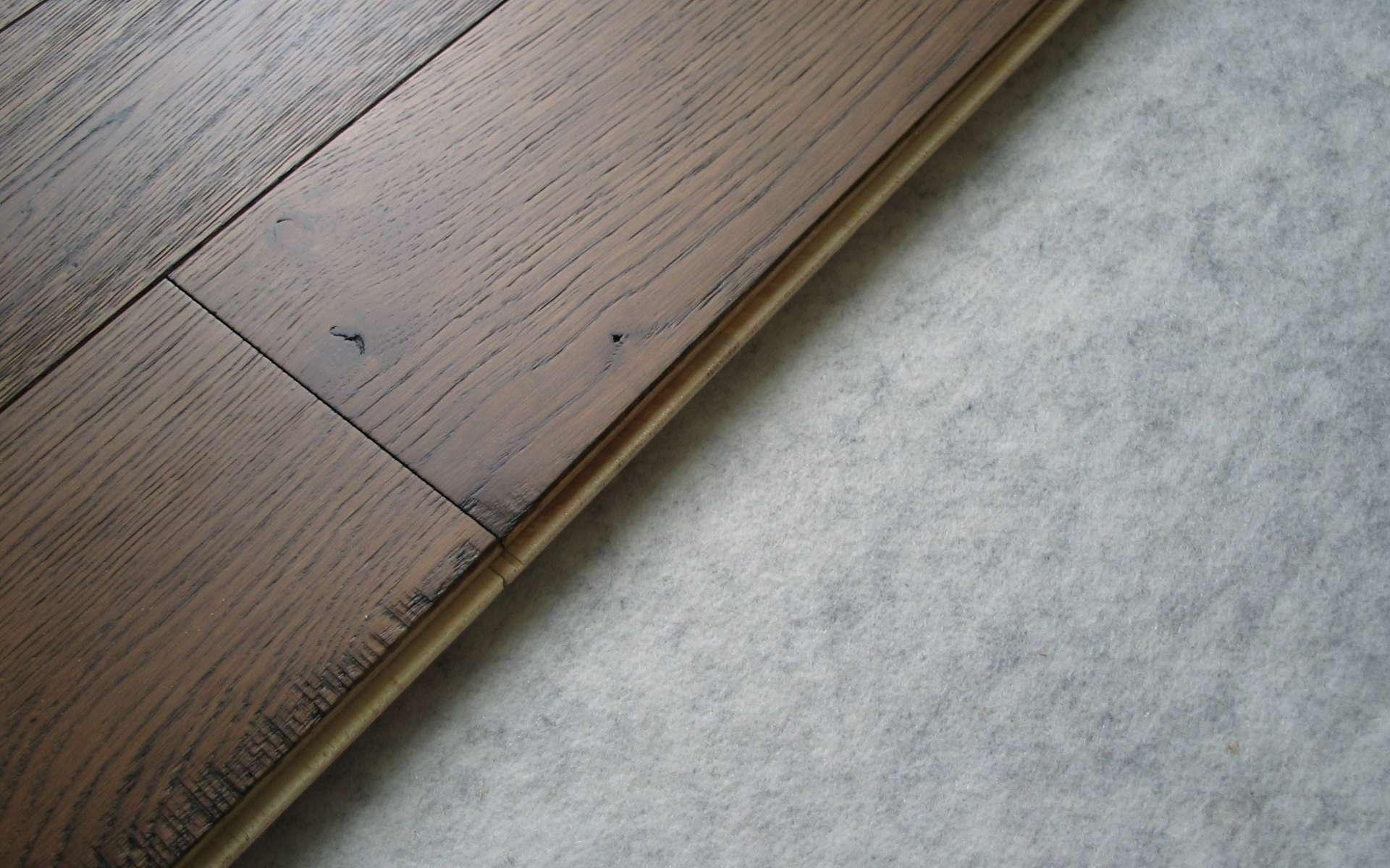 Le parquet flottant est un revêtement dont les lames de bois sont assemblées entre elles. © DocteurCosmos, CC BY-SA 2.0, Wikimedia Commons