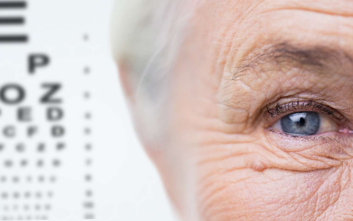 L'acuité visuelle peut être évaluée en demandant au patient de lire des lettres. © Syda Productions, Fotolia
