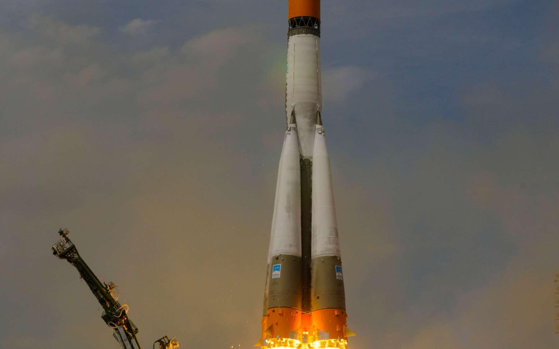 La récente série d'échecs qui a provoqué la perte de six satellites montre que bon nombre de lanceurs russes sont en fin de cycle. Si elle veut conserver son rang de puissance spatiale, la Russie serait bien inspirée d'accélérer le développement des futurs lanceurs Angara. À l'image, le décollage d'un Soyouz avec à son bord un équipage de trois astronautes, dont l'Européen Frank De Winne (mai 2009). © Esa/S. Corvaja