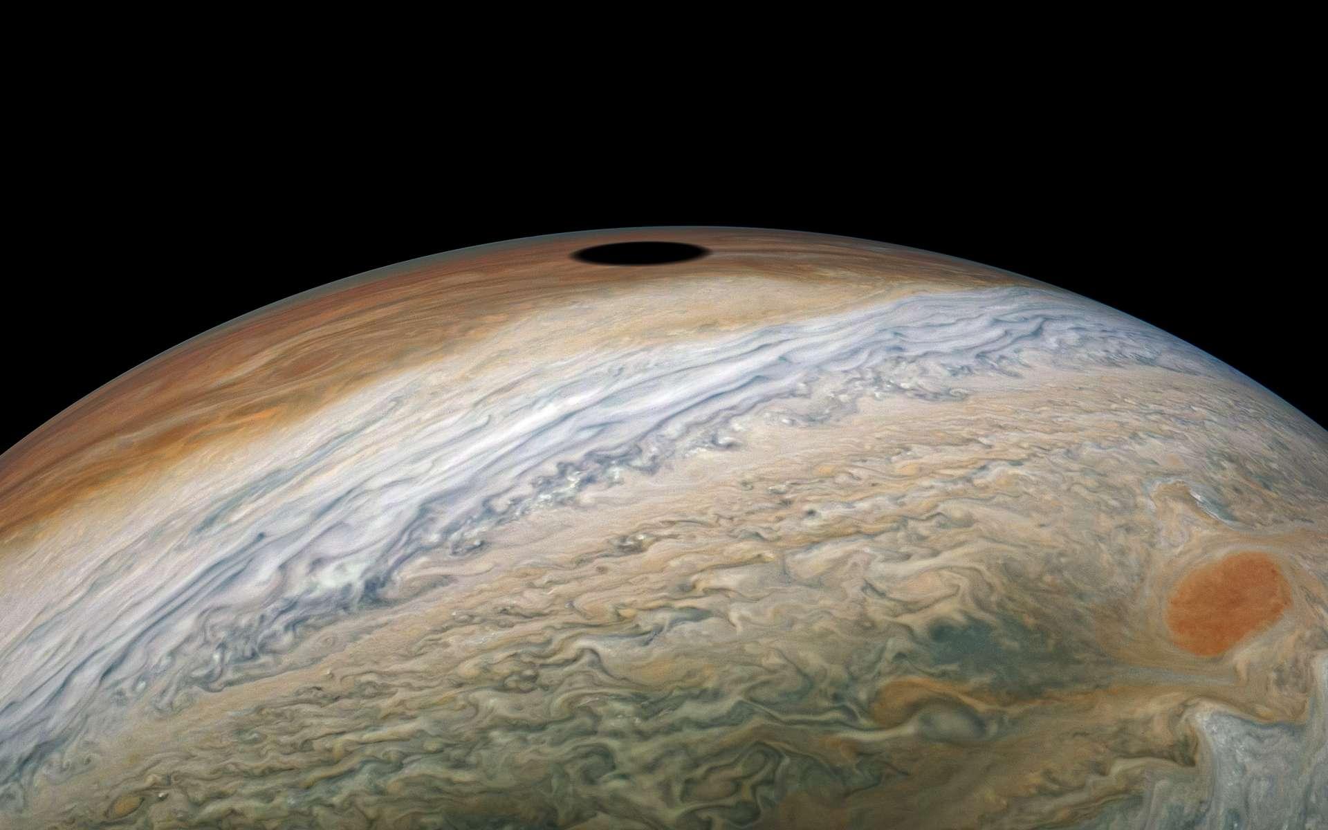 https://www.futura-sciences.com/sciences/breves/jupiter-magnifique-eclipse-soleil-jupiter-epiee-juno-1197/#xtor=RSS-8