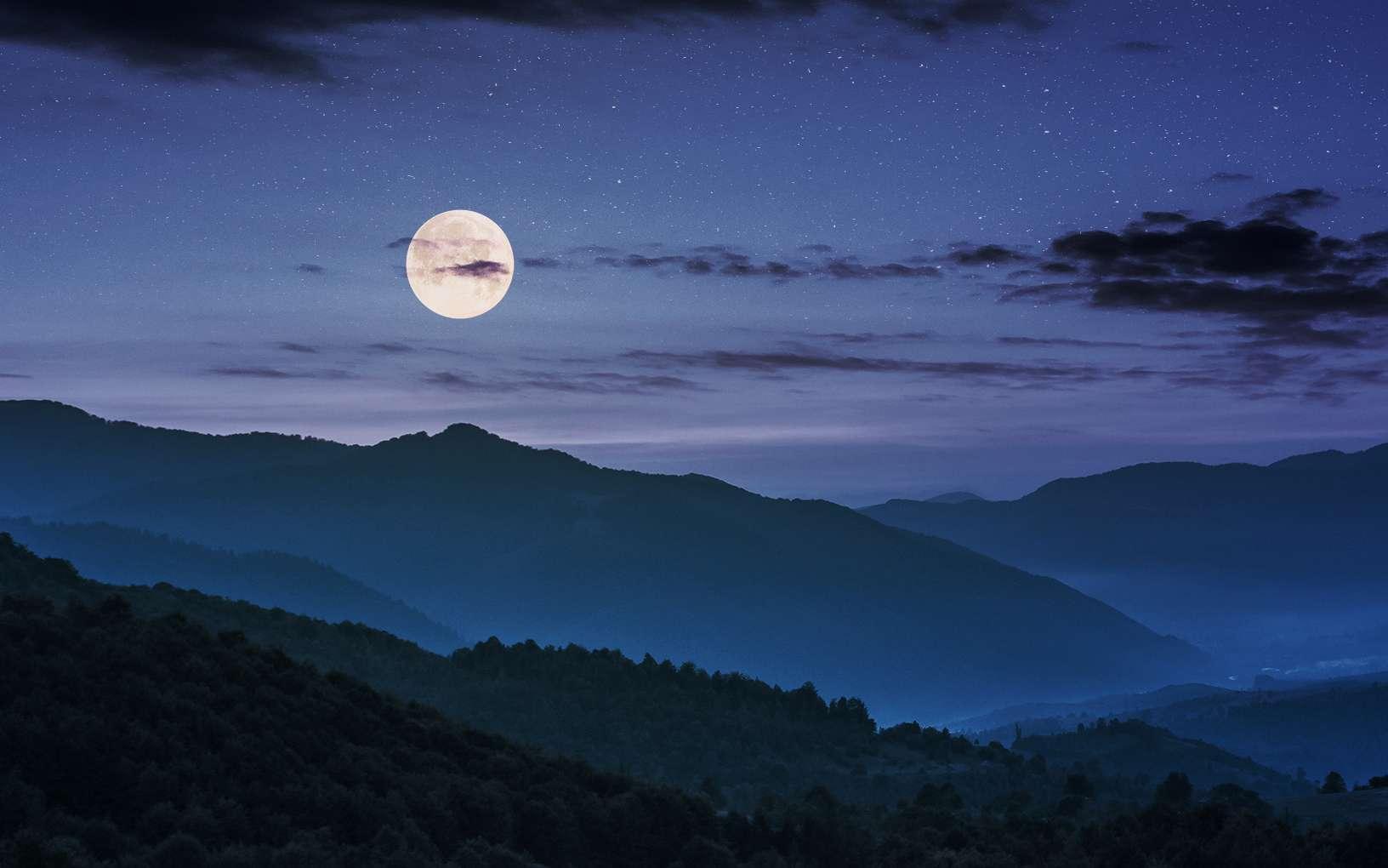 Une superlune pour le Nouvel An ! Ici, un lever de Pleine Lune. © Pellinni, Fotolia