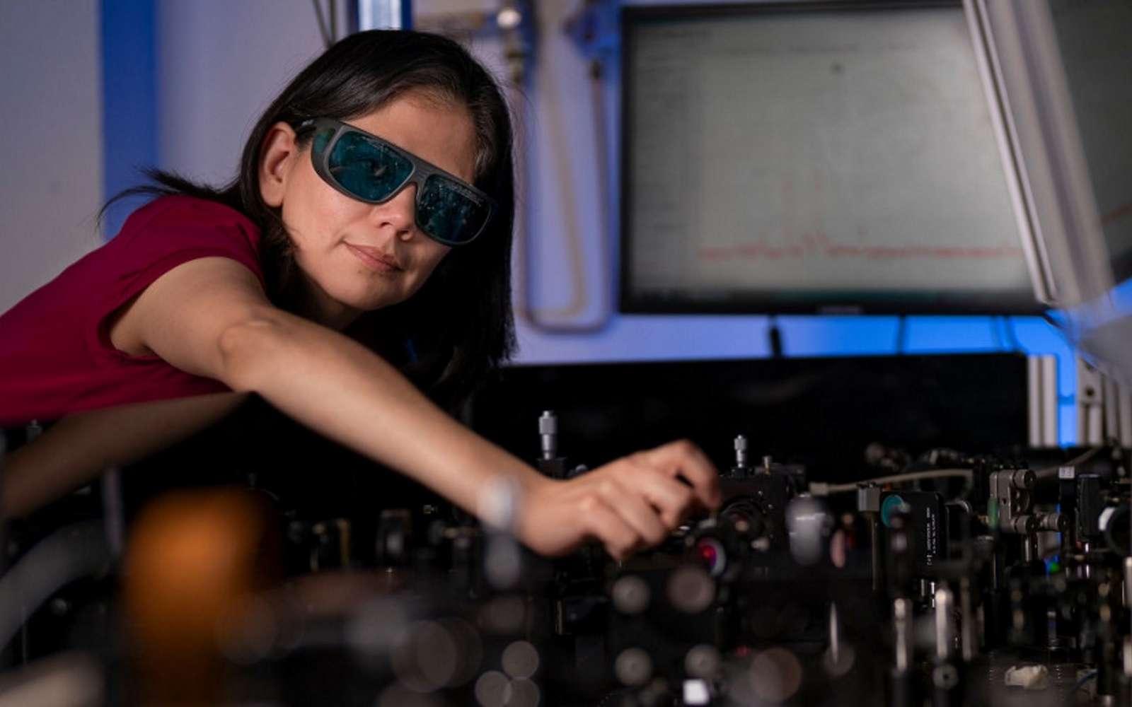Un simple film pourrait être appliqué sur les lunettes de vue pour voir la nuit. © Jamie Kidston, The Australian National University