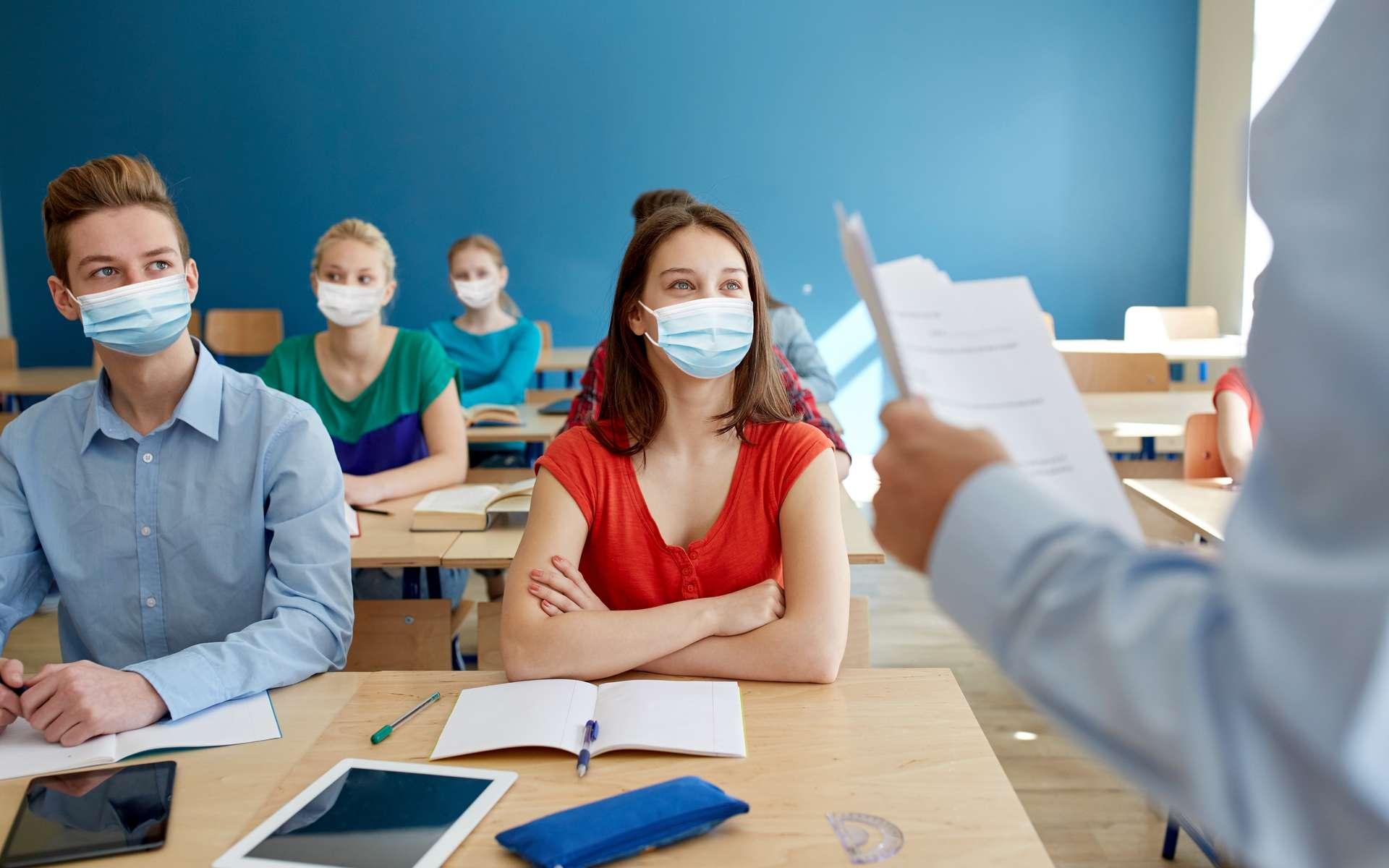 La réouverture des établissements scolaires remet sur le devant de la scène la question de la transmission du coronavirus dans le milieu scolaire. © Syda productions, Adobe Stock
