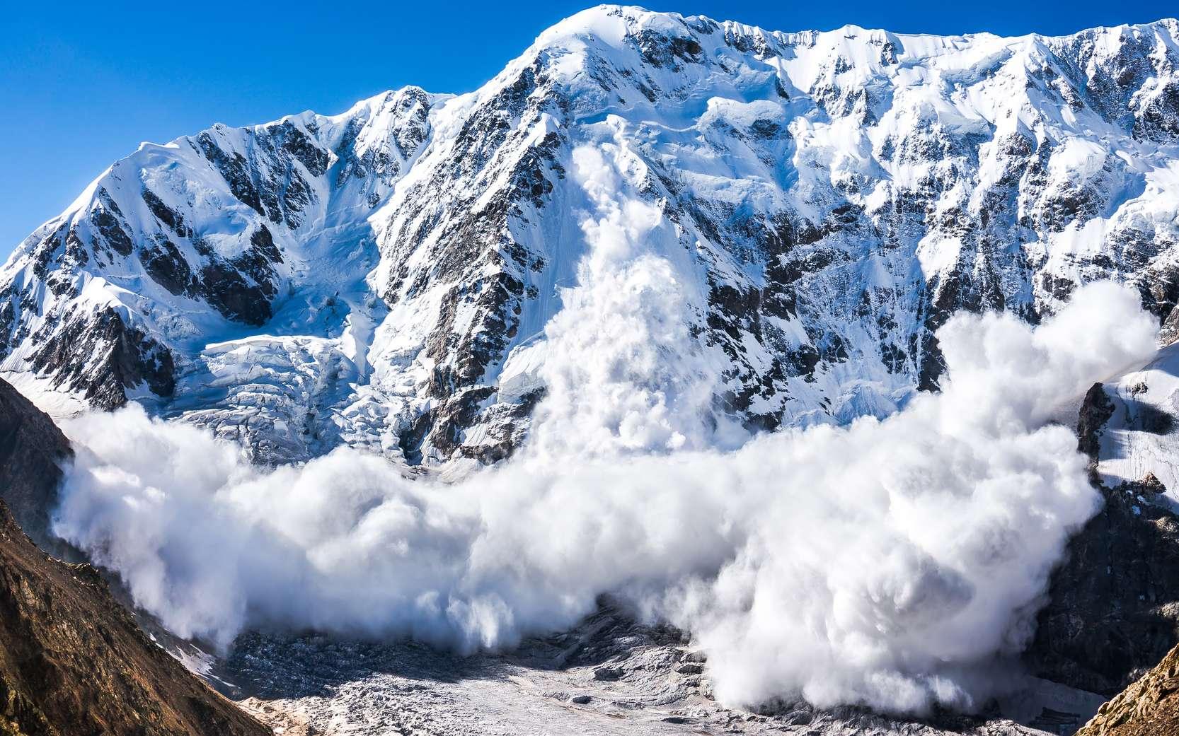 Une avalanche dans le Caucase. Un tel écroulement peut être déclenché par une surcharge de skieurs. © cm, Fololia