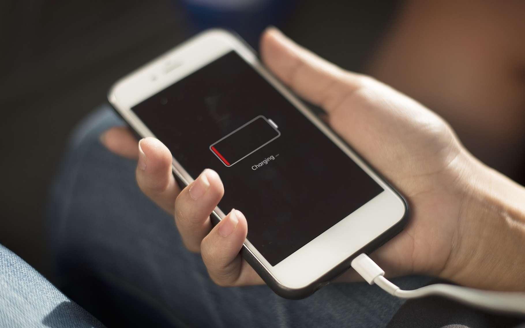 Des chercheurs annoncent avoir mis au point un matériau qui permet de doper l'efficacité des cathodes de nos batteries lithium-ion. © rawpixel, Pixabay, CC0 Creative Commons