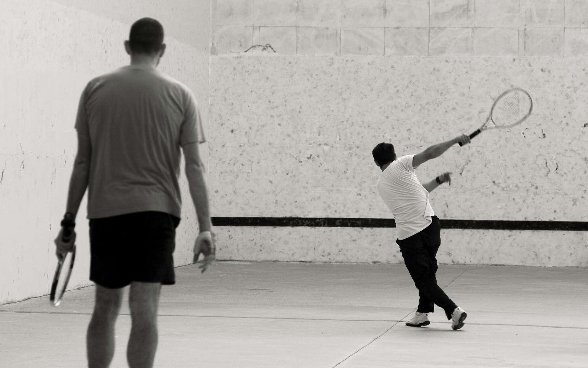 Avant de pratiquer une séance de squash, l'échauffement est primordial ! © flydime, Flickr CC by sa 2.0