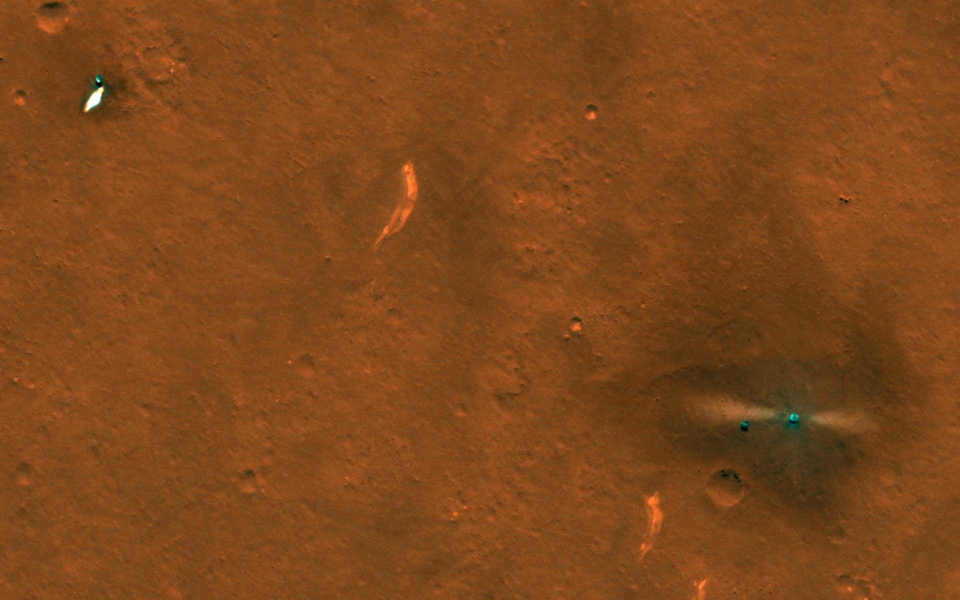 Les éléments de Zhurong avec, de gauche à droite, le bouclier, le parachute, le rover et la plateforme d'atterrissage. © Nasa / JPL / U. Arizona