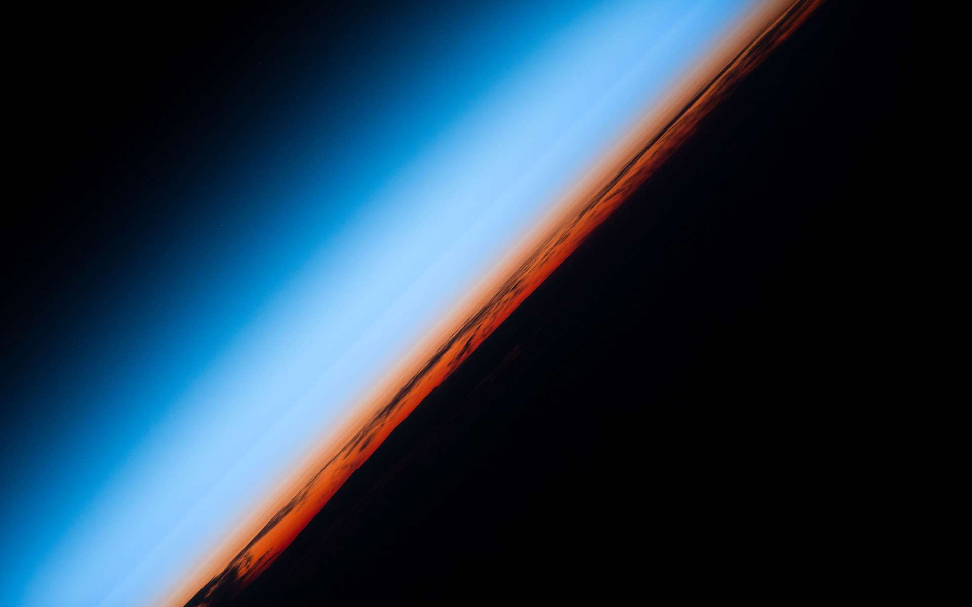 La Chine vise le tourisme spatial. Ici, l'atmosphère terrestre et la frontière de l'espace vues depuis la Station spatiale internationale. © Nasa
