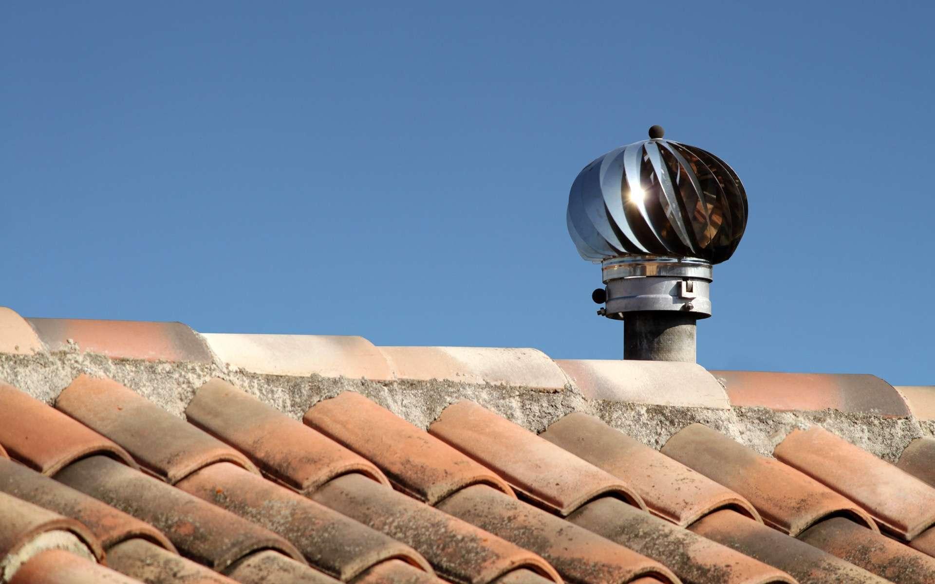 La VMC simple-flux, ou ventilation mécanique contrôlée, est la solution la plus économique pour évacuer l'air vicié et pour le remplacer par un apport d'air frais de l'extérieur. © Jackin, Adobe Stock