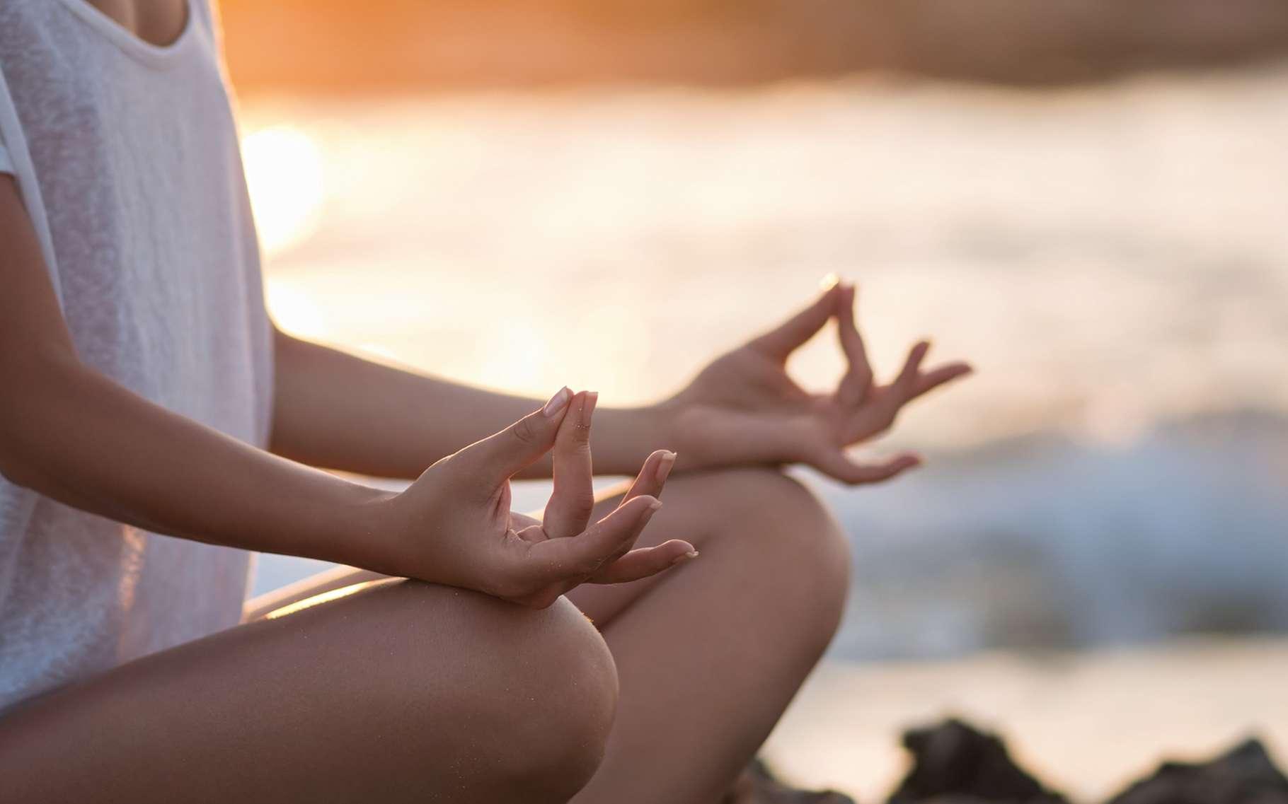 La méditation agirait sur notre cerveau. Permet-elle d'améliorer notre bien-être mental et physique ? © LuckyImages, Shutterstock