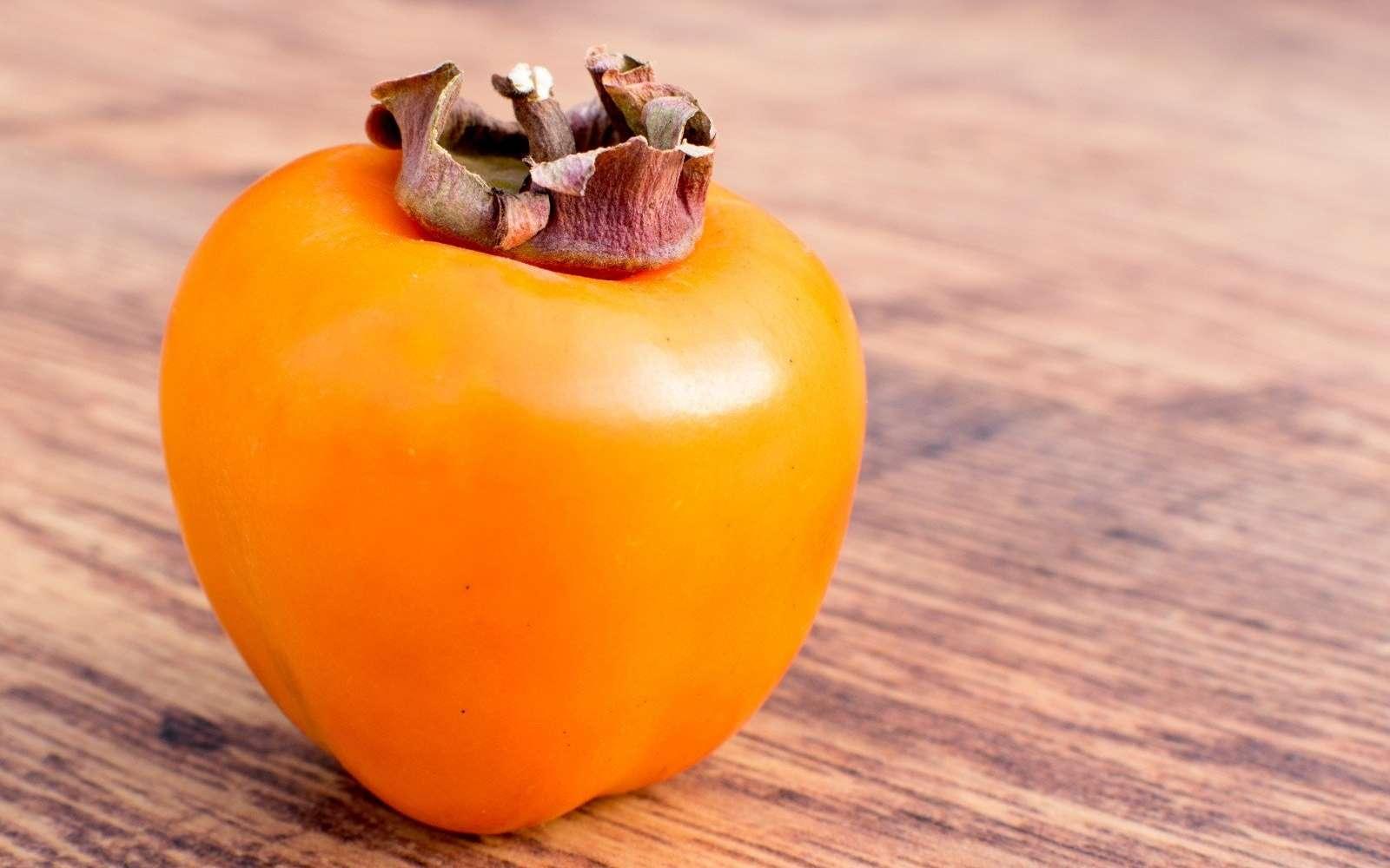 Le kaki est un fruit d'hiver riche en vitamines A et C. © WebArts