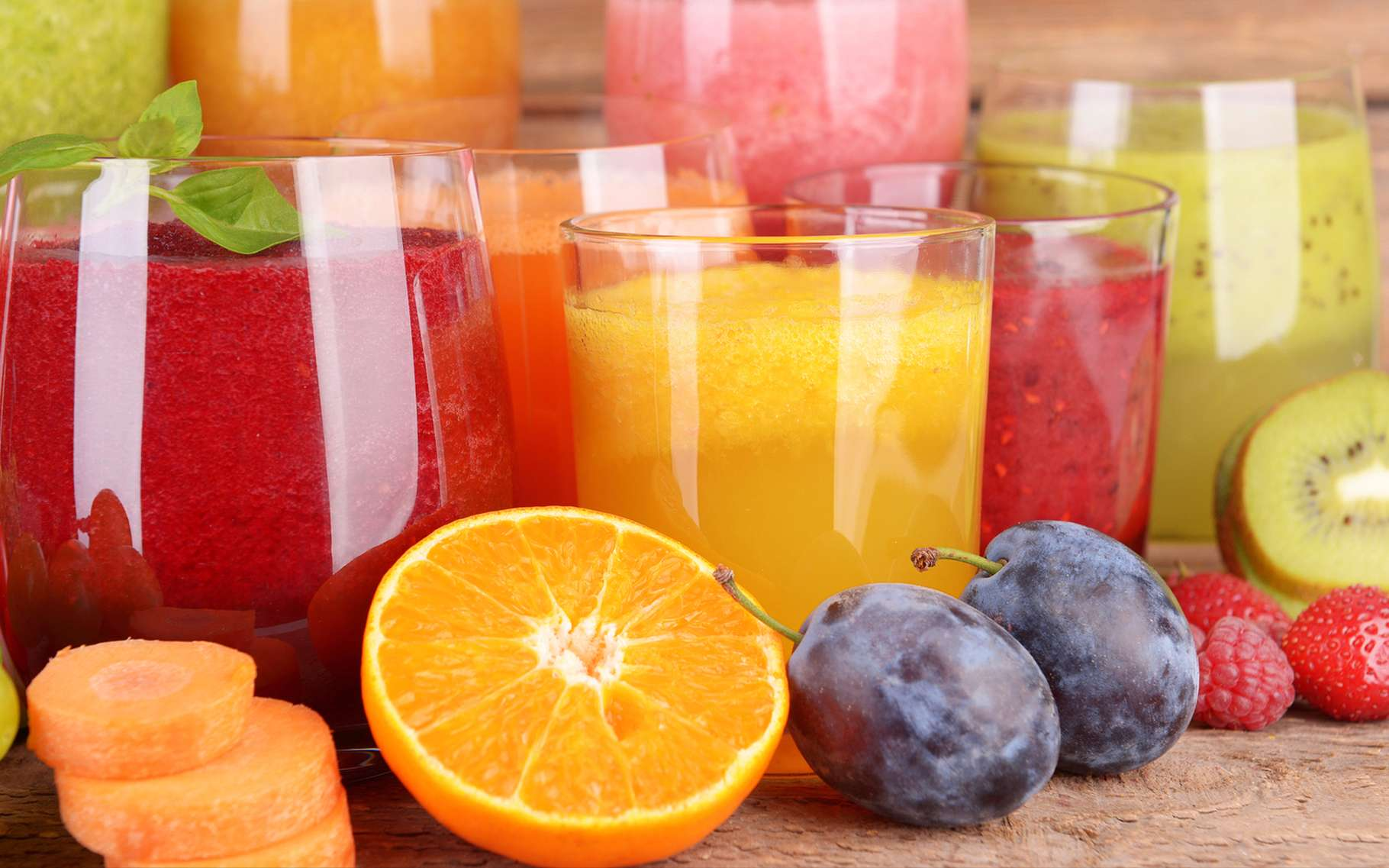 Les jus de fruits contiennent plus de vitamines que les nectars. © Africa Studio, Shutterstock