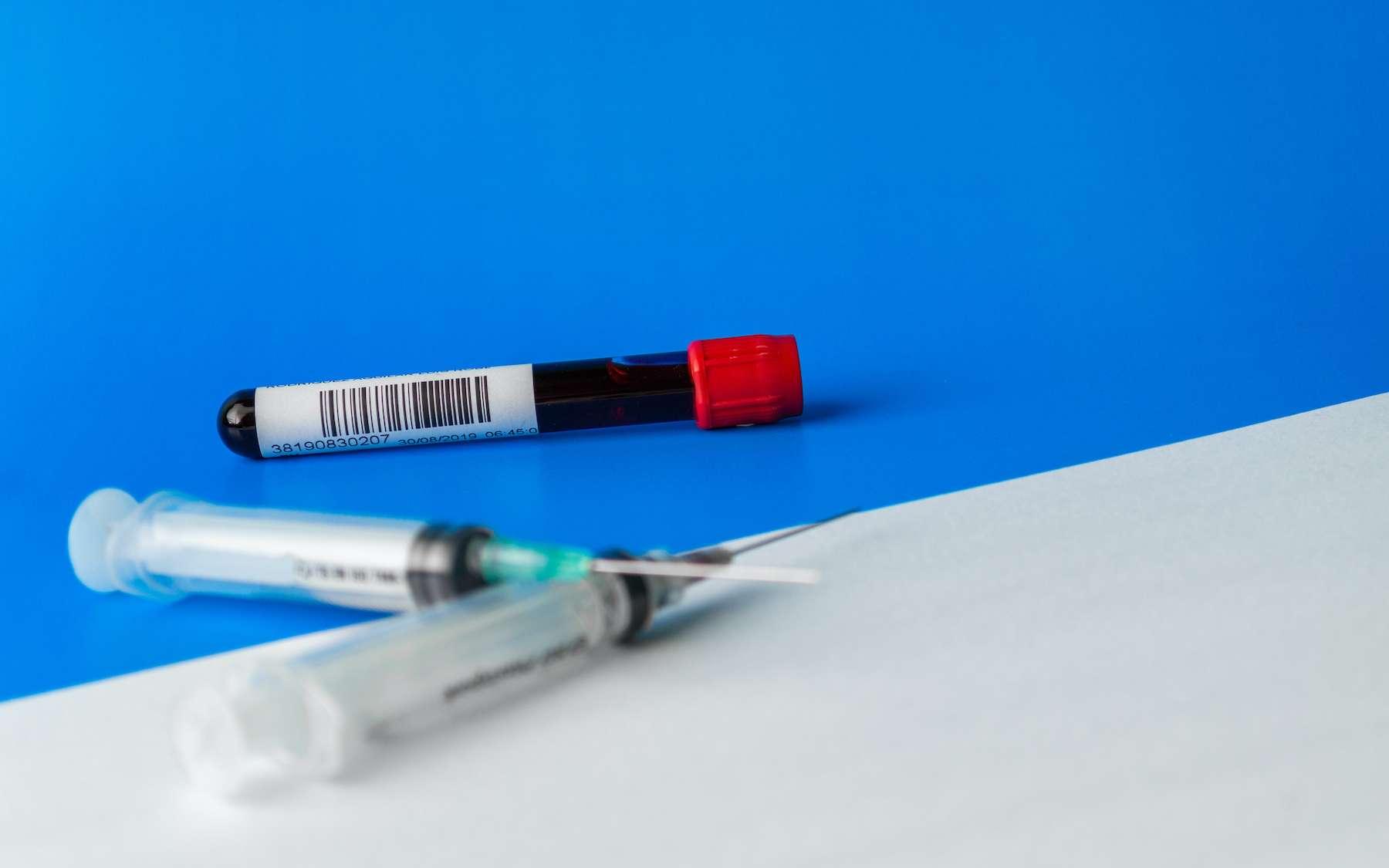 De nouveaux tests sérologiques permettent d'évaluer la quantité d'anticorps induite par les vaccins. © LuisRoberto, Adobe Stock