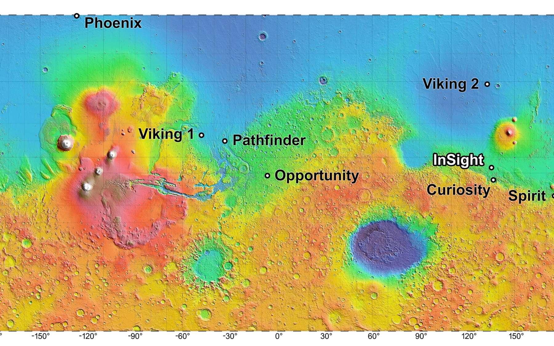 Les sites d'atterrissage des missions de la Nasa sont indiqués sur une carte altimétrique de l'instrument Mola de Mars Global Surveyor. Les altitudes les plus basses sont en bleu foncé, et les plus hautes en blanc. La différence d'altitude entre le vert et l'orange est d'environ quatre kilomètres. © Nasa, JPL-Caltech