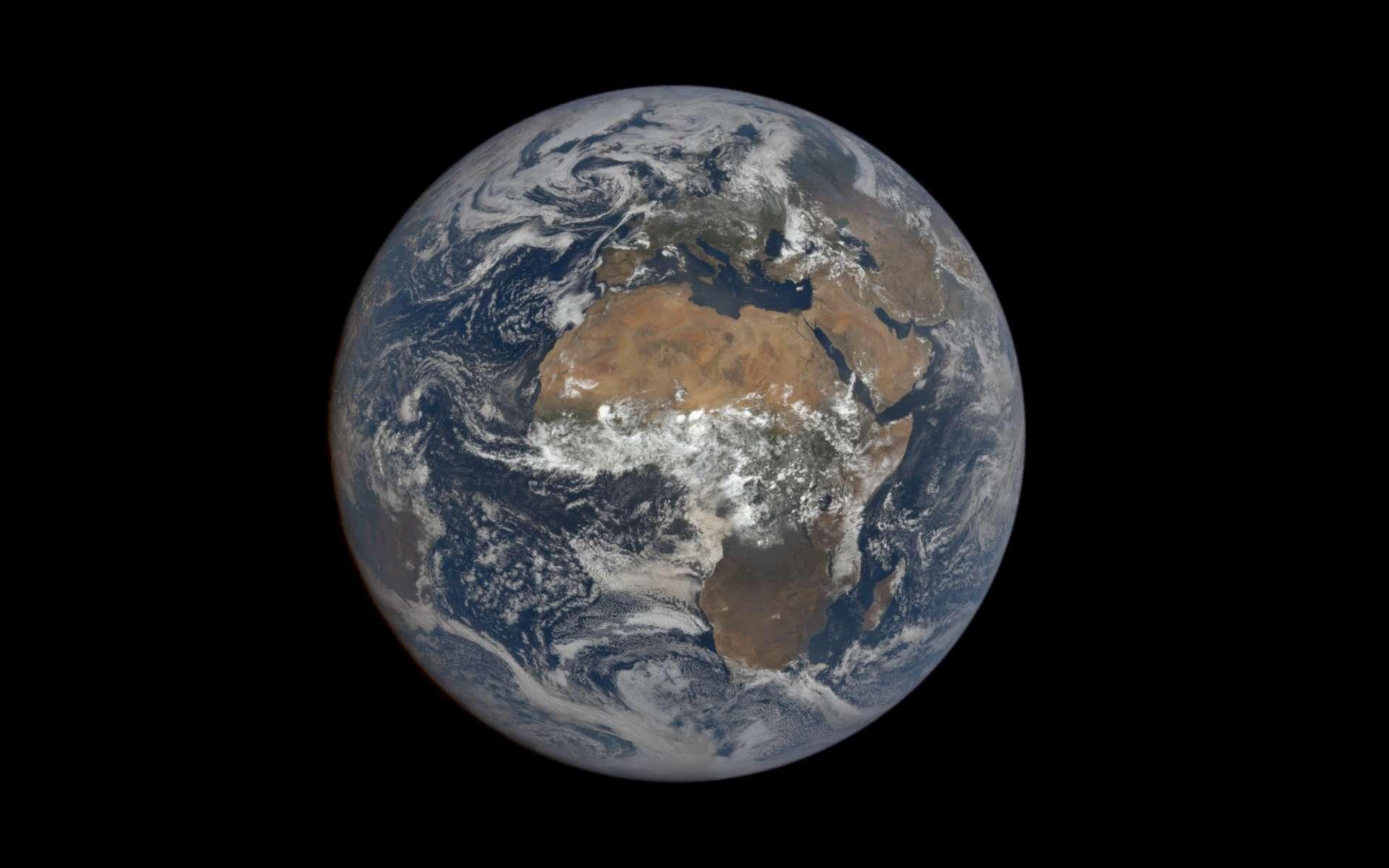 La Terre le 12 août 2021 photographiée par la caméra Epic du satellite DSCOVR. © Nasa, NOAA