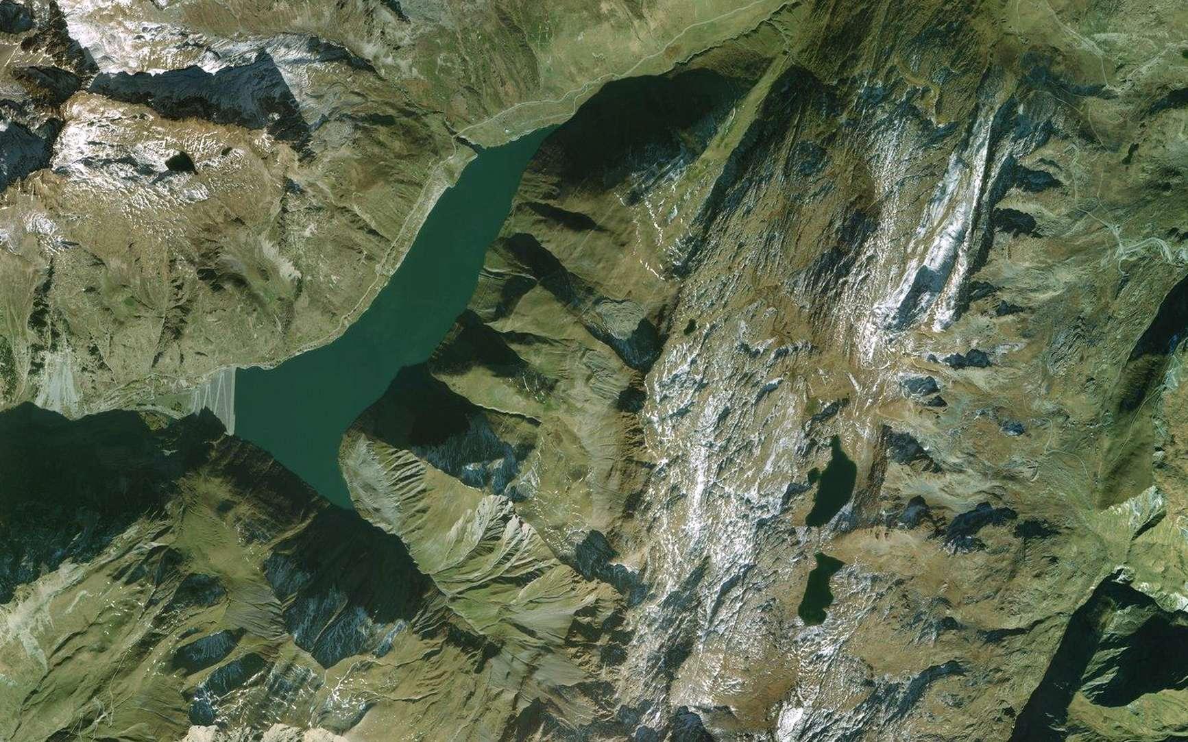 La station de transfert d'énergie par pompage de Grand'Maison en Isère, avec ses deux retenues d'eau. © Bing Maps