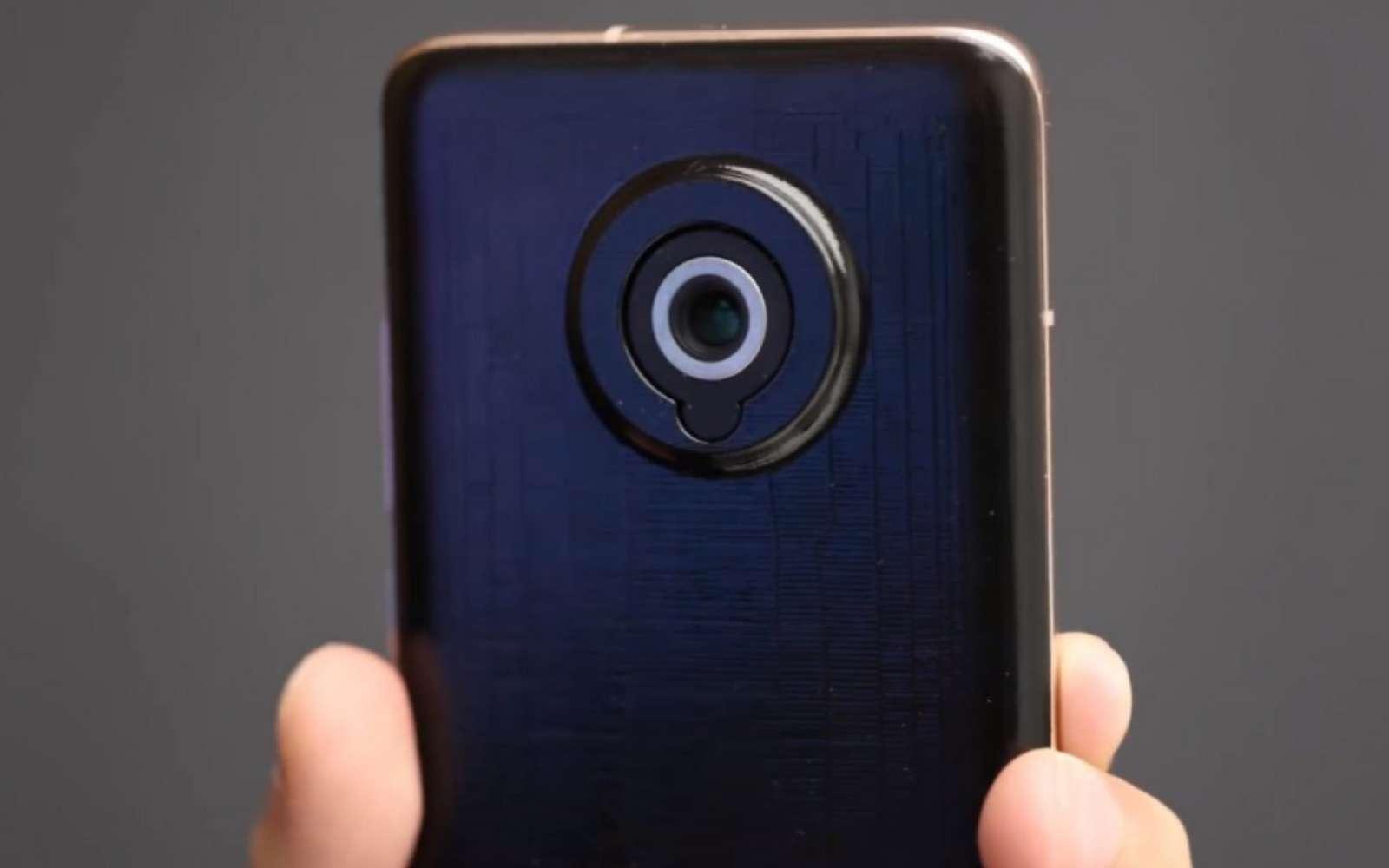 Ce module photo sort du mobile pour disposer d'un véritable téléobjectif et le fait ressembler à un authentique appareil photo compact. © Xiaomi
