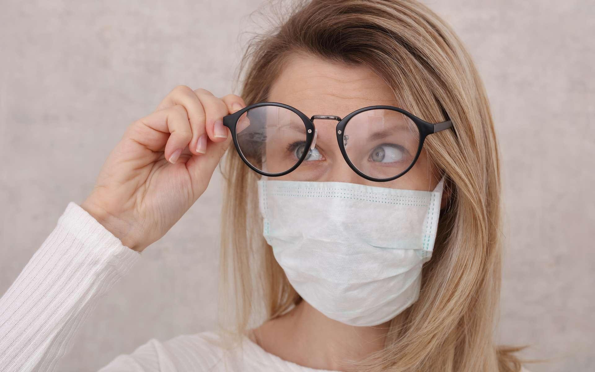 Les lunettes, une protection supplémentaire contre le coronavirus ? © glisic_albina, Adobe Stock