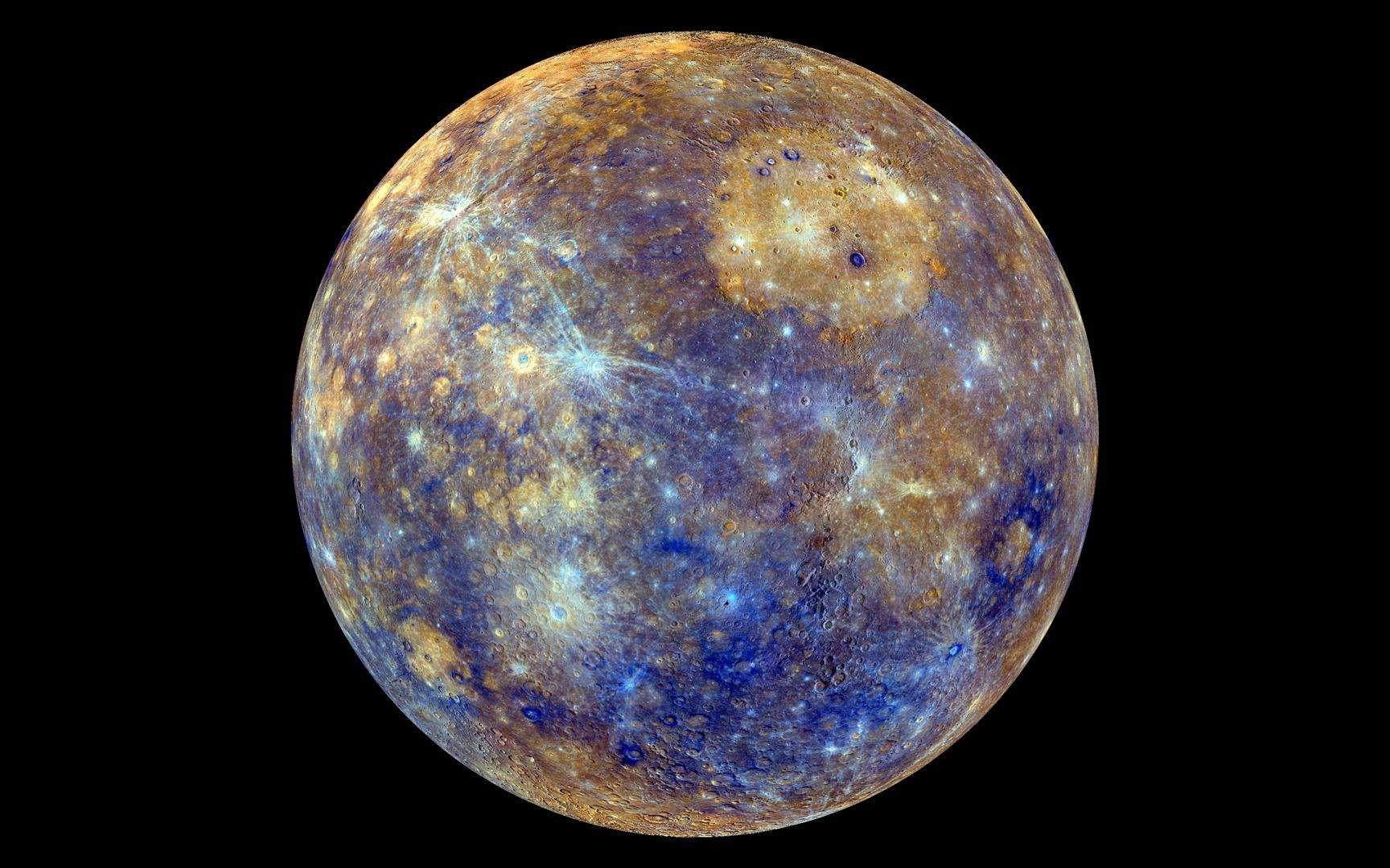 Une image de la surface de Mercure artificiellement colorée et formée d'une mosaïque de photos prises par Messenger. © Nasa