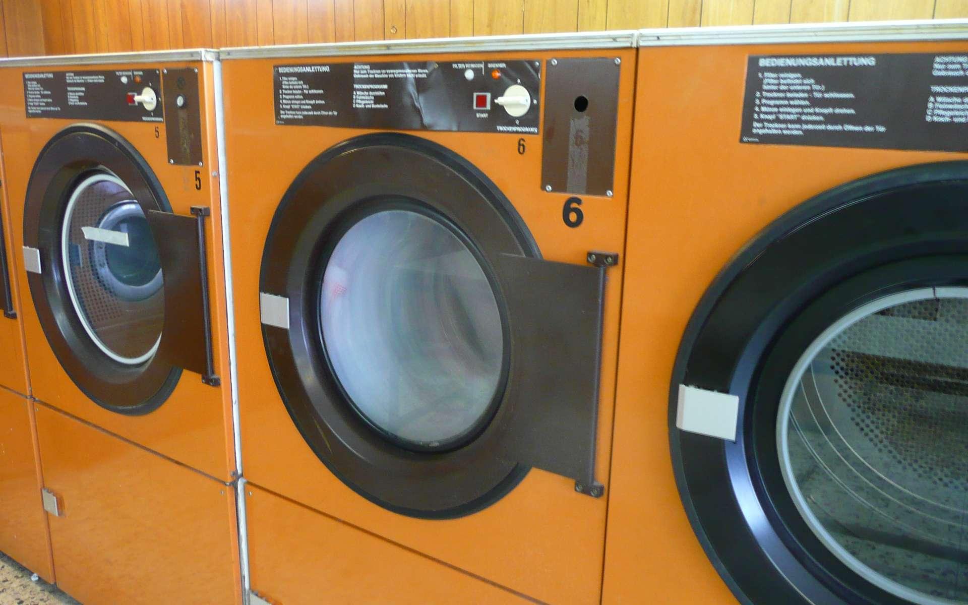 J. Ross Moore invente le sèche-linge, qui permet de sécher le linge plus rapidement qu'à l'air libre. © Franklin Heijnen, CC BY-SA 2.0, Wikimedia Commons