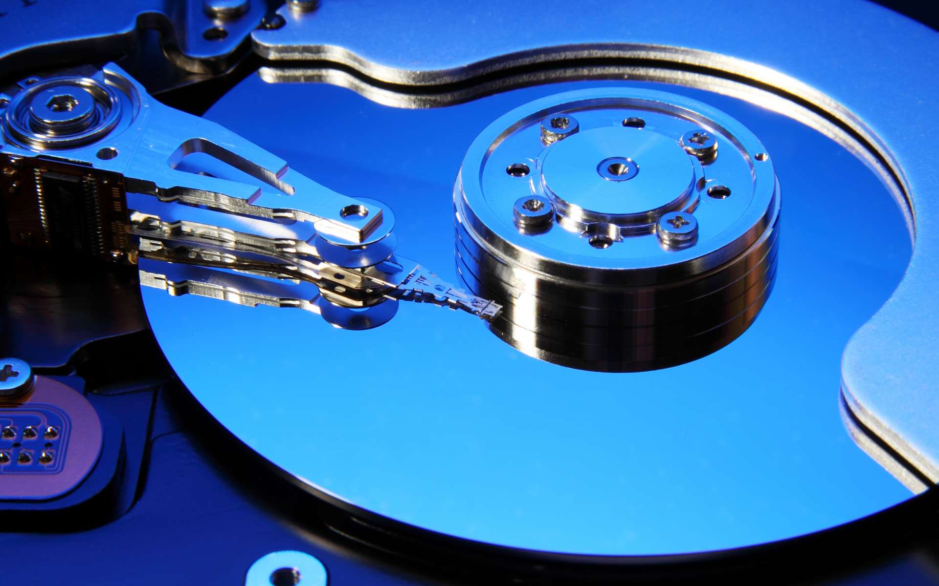 Un disque dur interne est la mémoire de masse. © Vadim, Adobe Stock